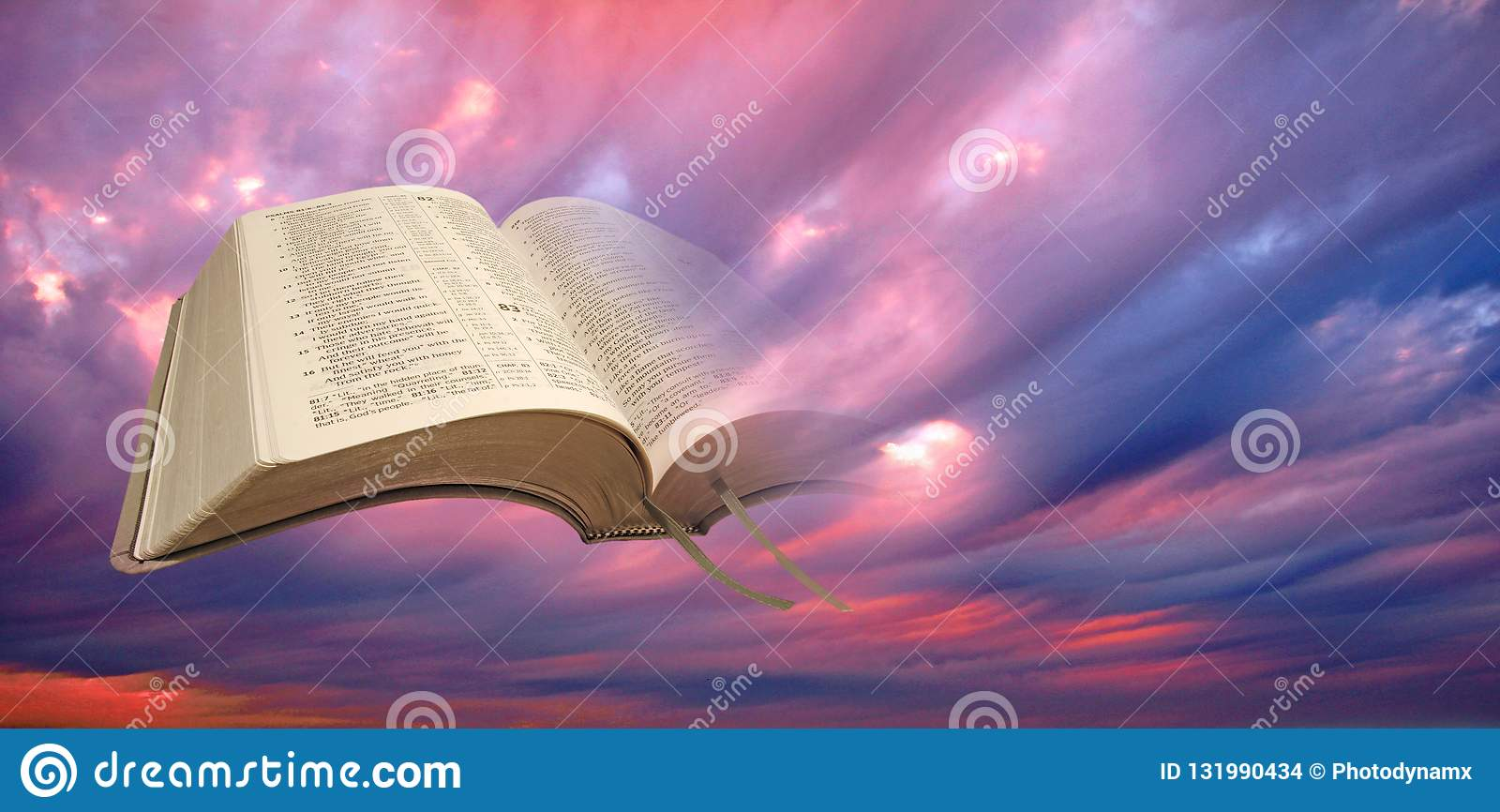Святая книга духовного света библии открытая