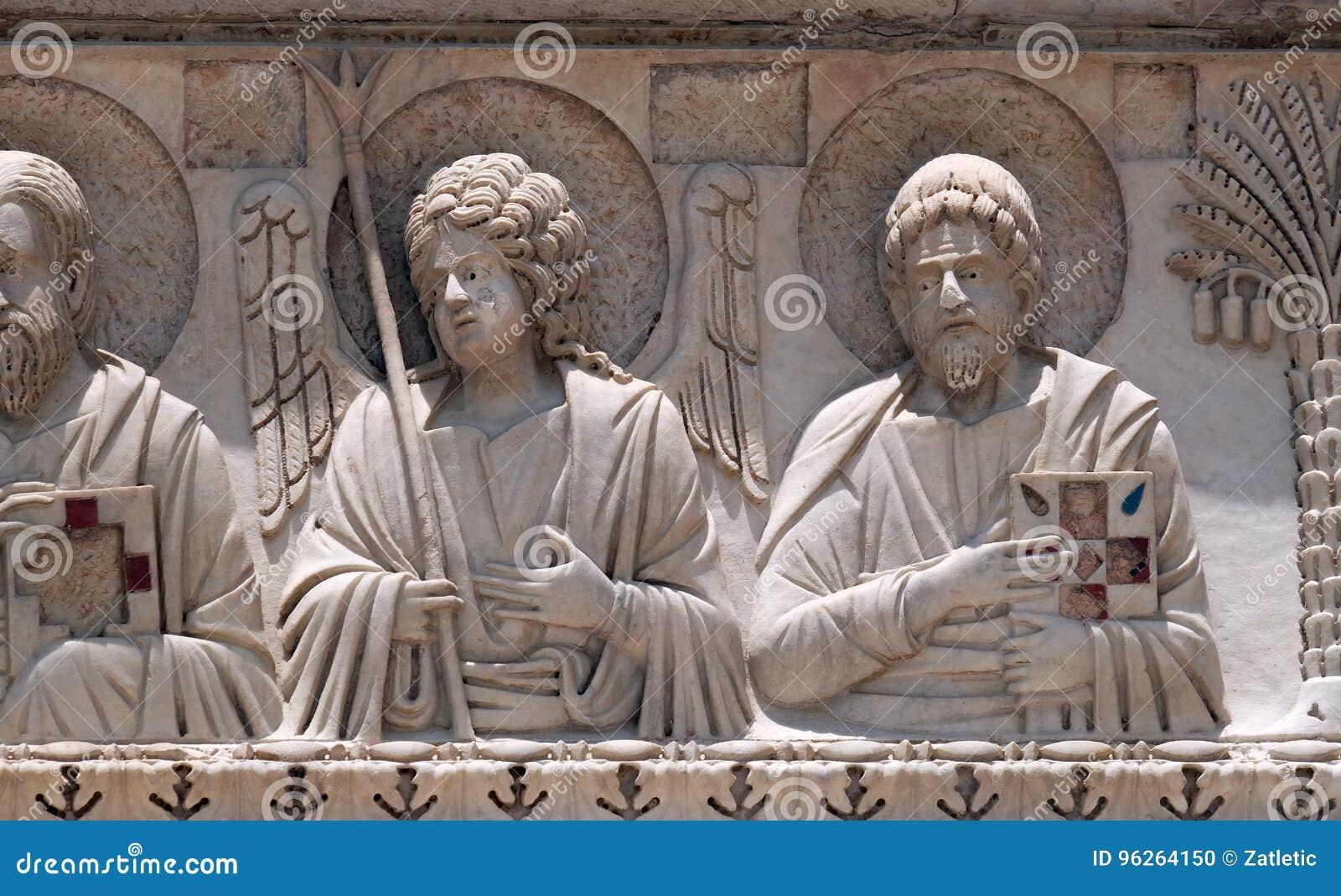 Святые и ангелы, украшение баптистерего, собор в Пизе