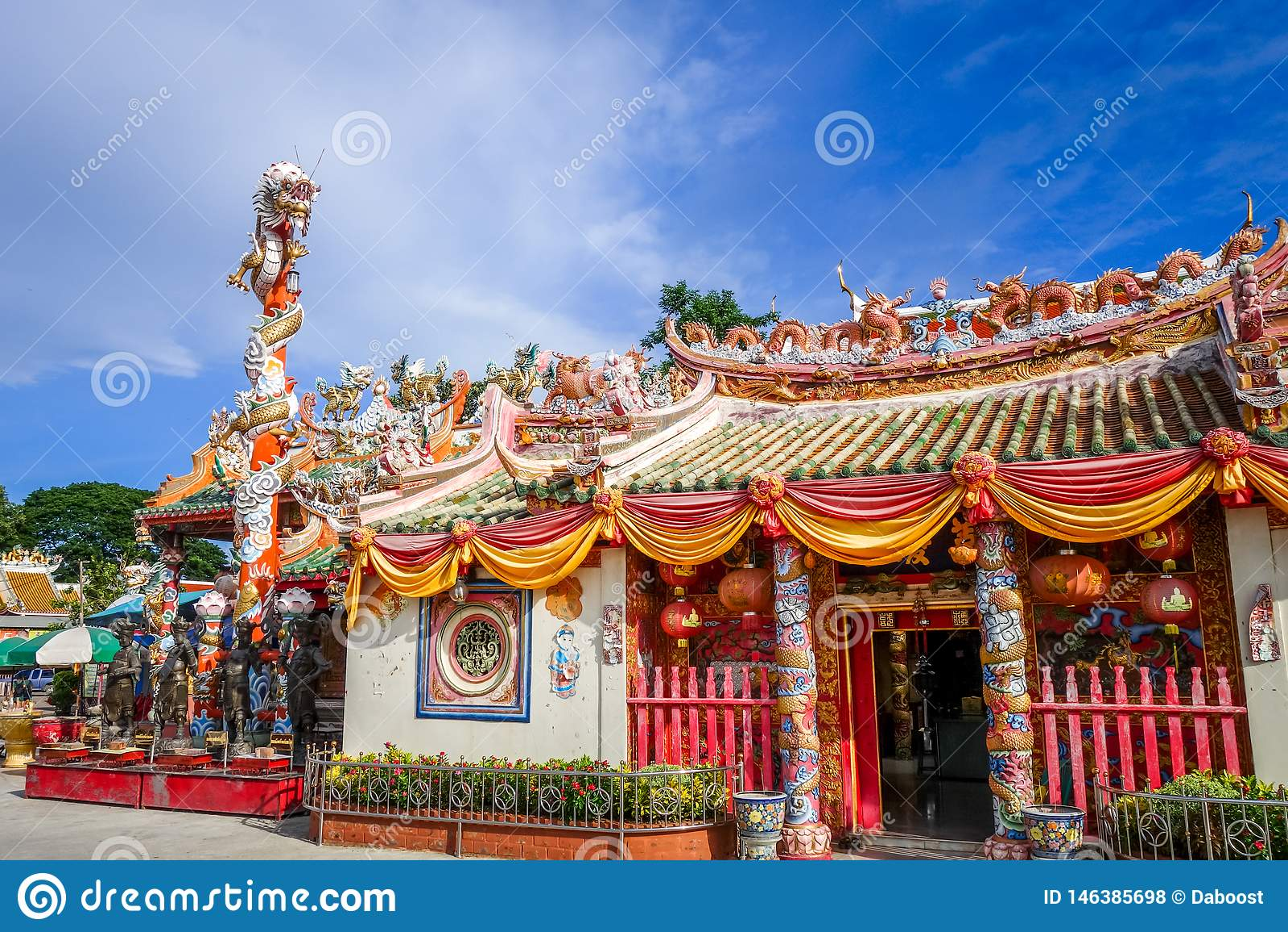 Святыня в Wat Phanan Choeng, Ayutthaya, Таиланде