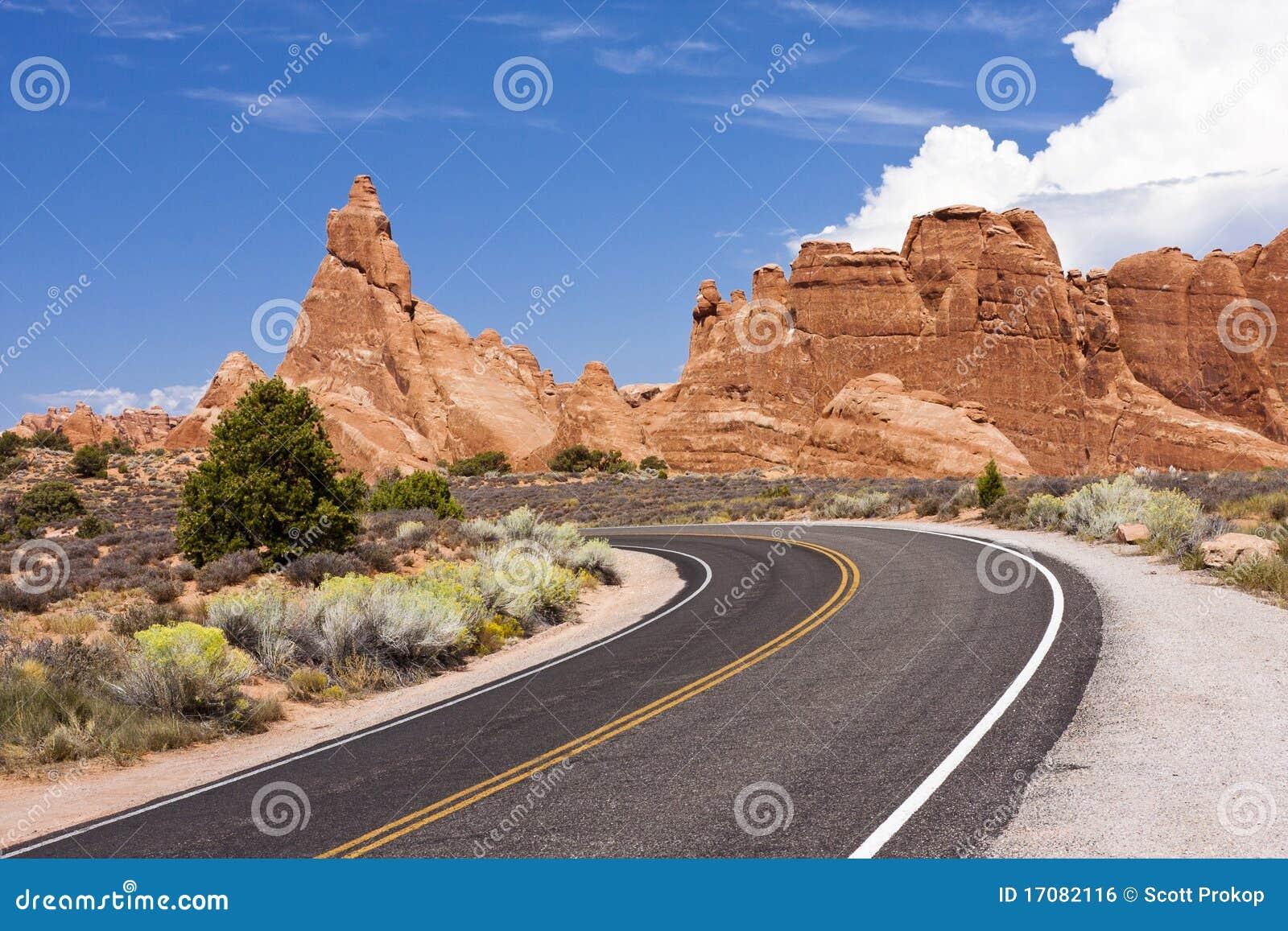 сгабривает дорогу национального парка