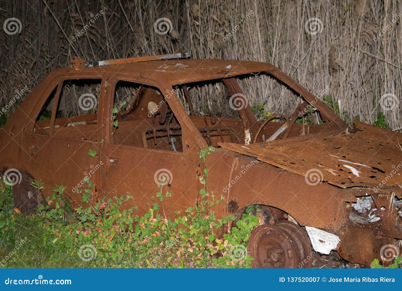 Сгорели старый автомобиль