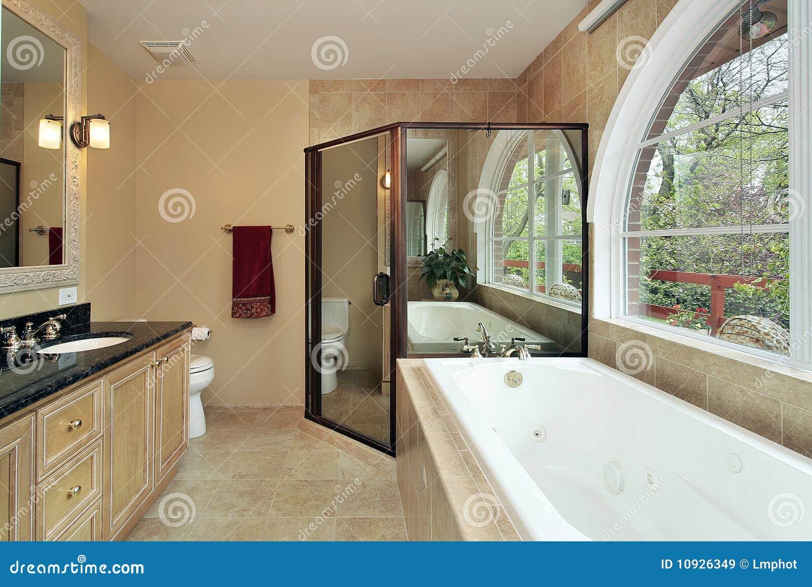 сдобренное окно оригинала ванны