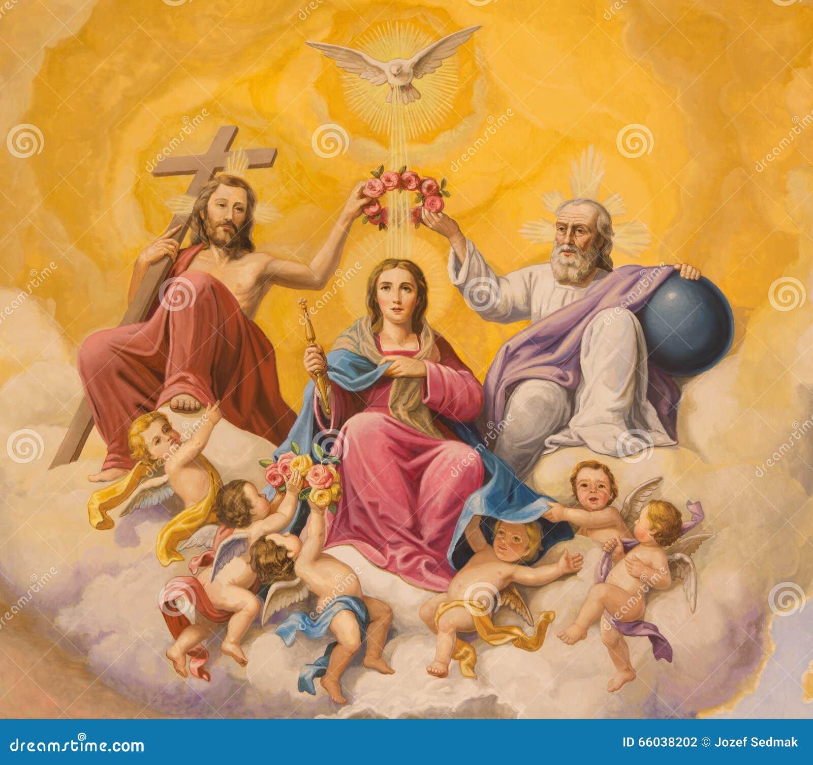 Севилья - фреска коронования девой марии на потолке пресвитерия церков Базилики de Ла Macarena