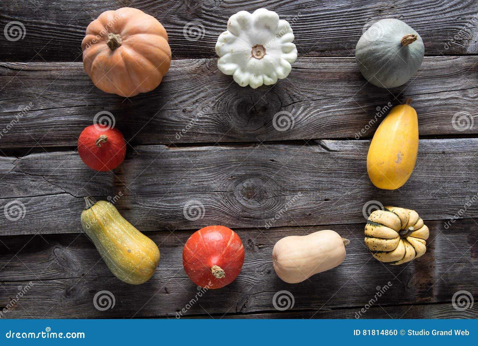Сезонная рамка тыкв, сквошей и тыкв для вегетарианского меню