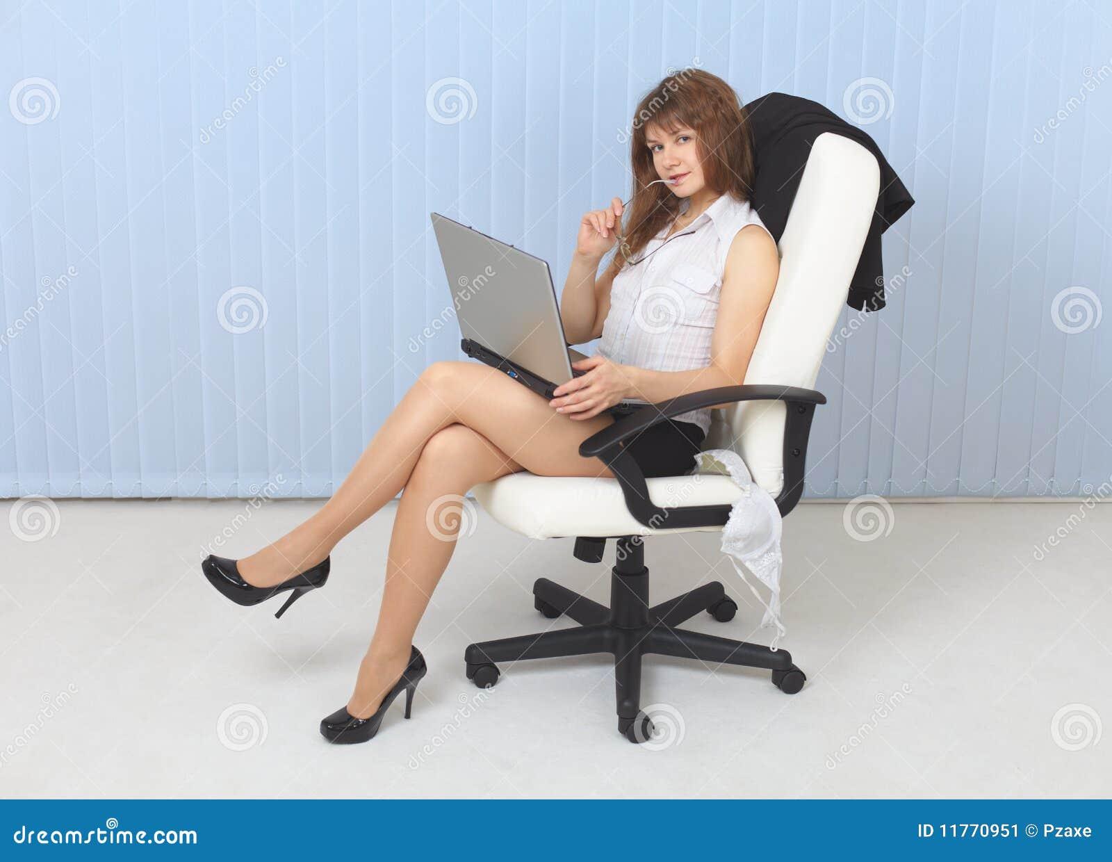 Сексуальные девушки сидят
