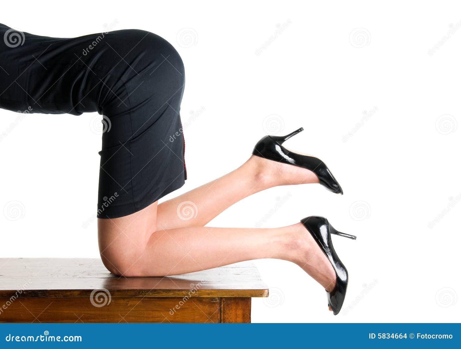 Секретарша на коленях 12 фотография