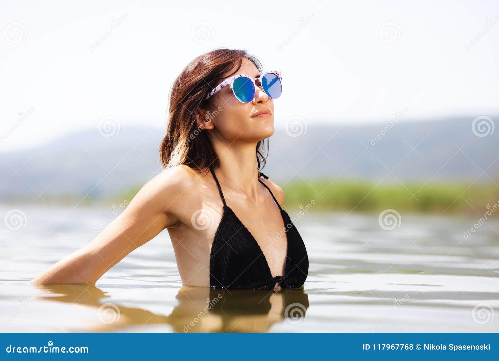 Без сексуальные девушки в воде фото
