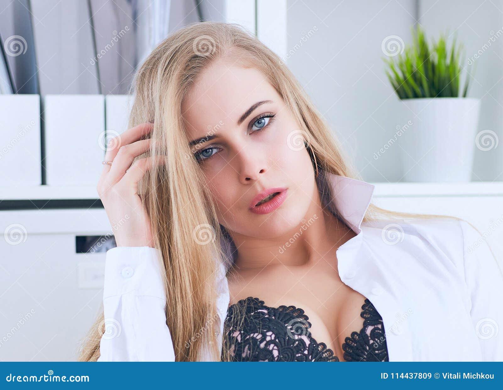 Женская сексуальная провокация