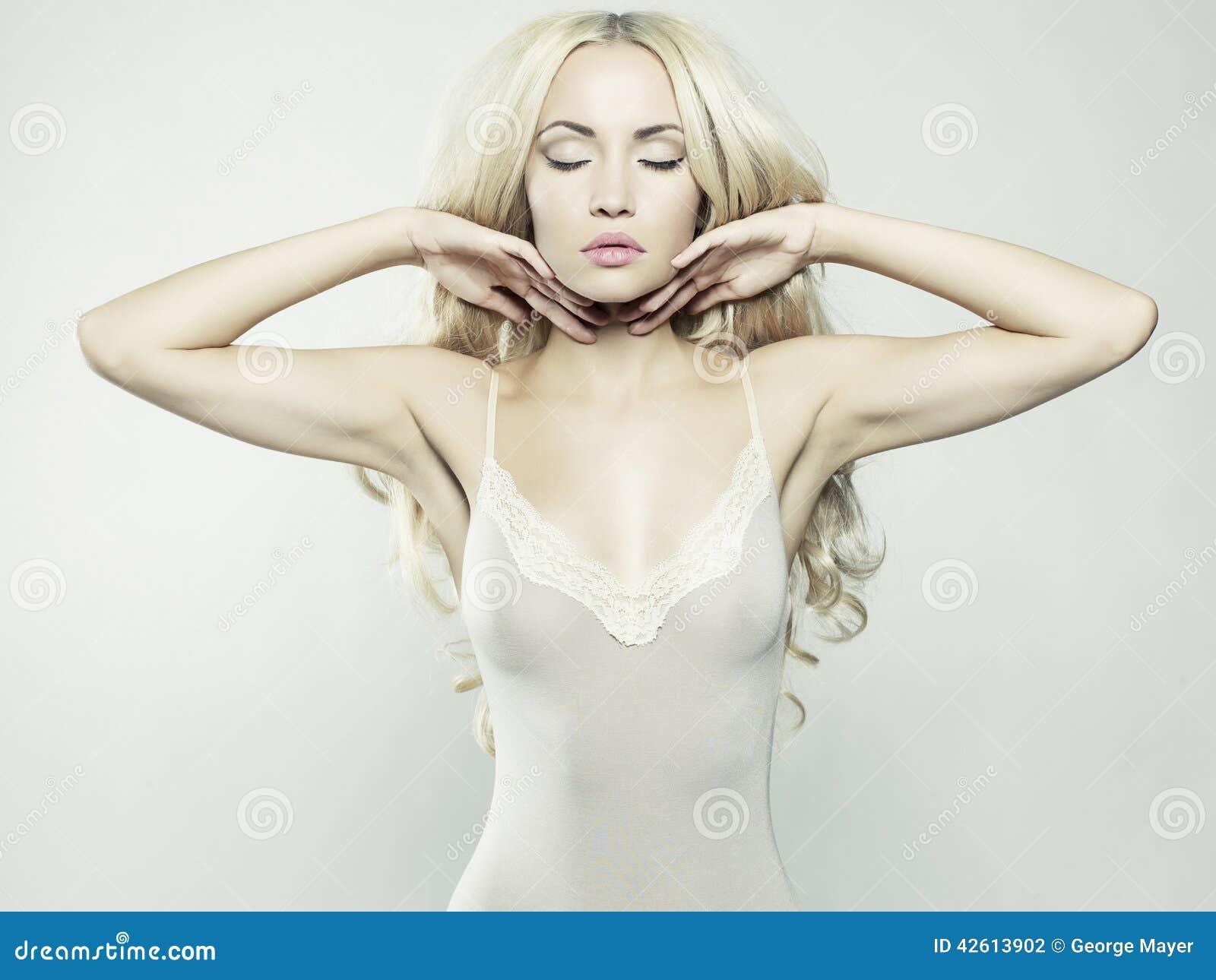 Сексуальная блондинка фото 14 фотография