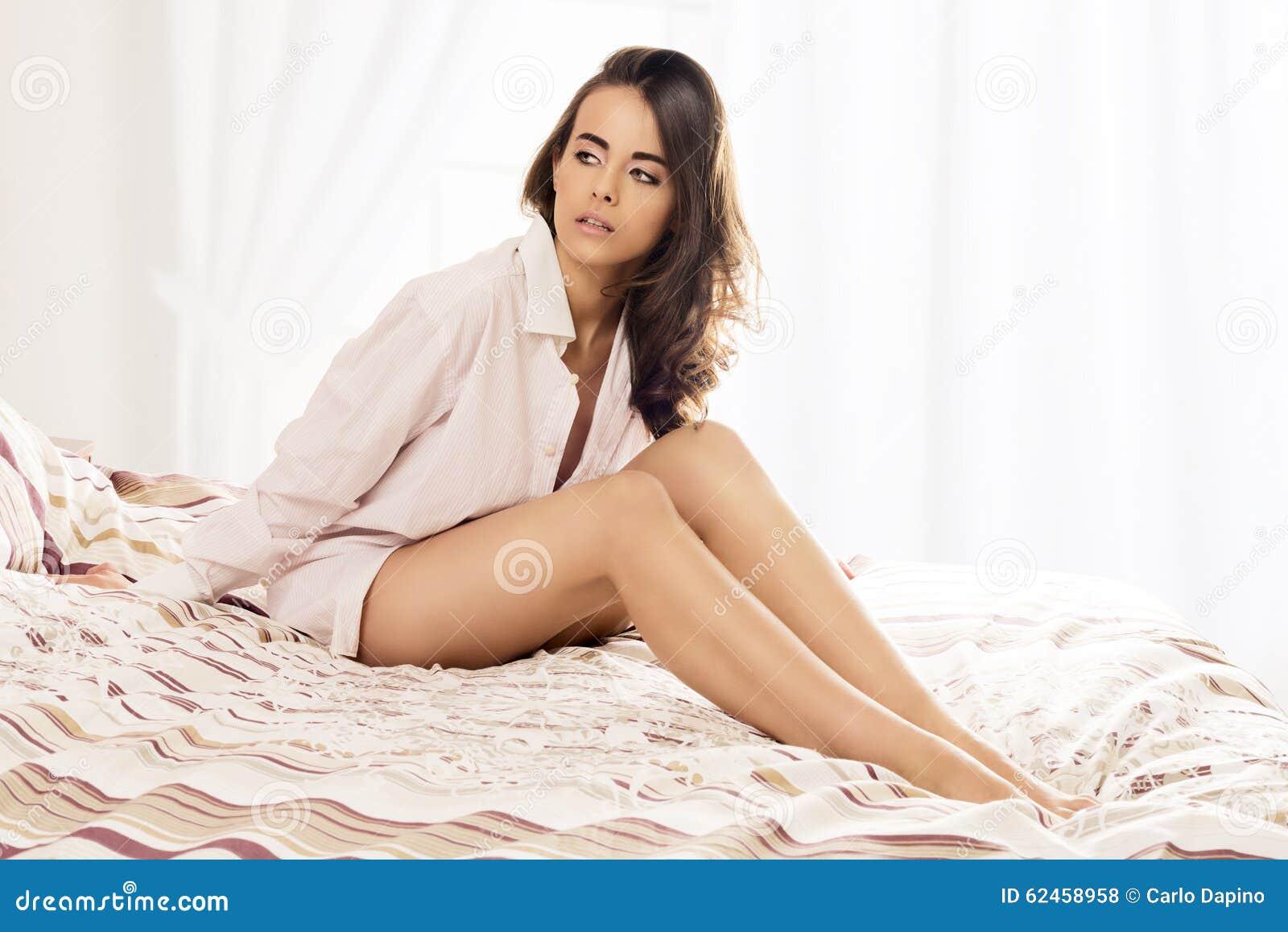 сексуальные девушки на кровати
