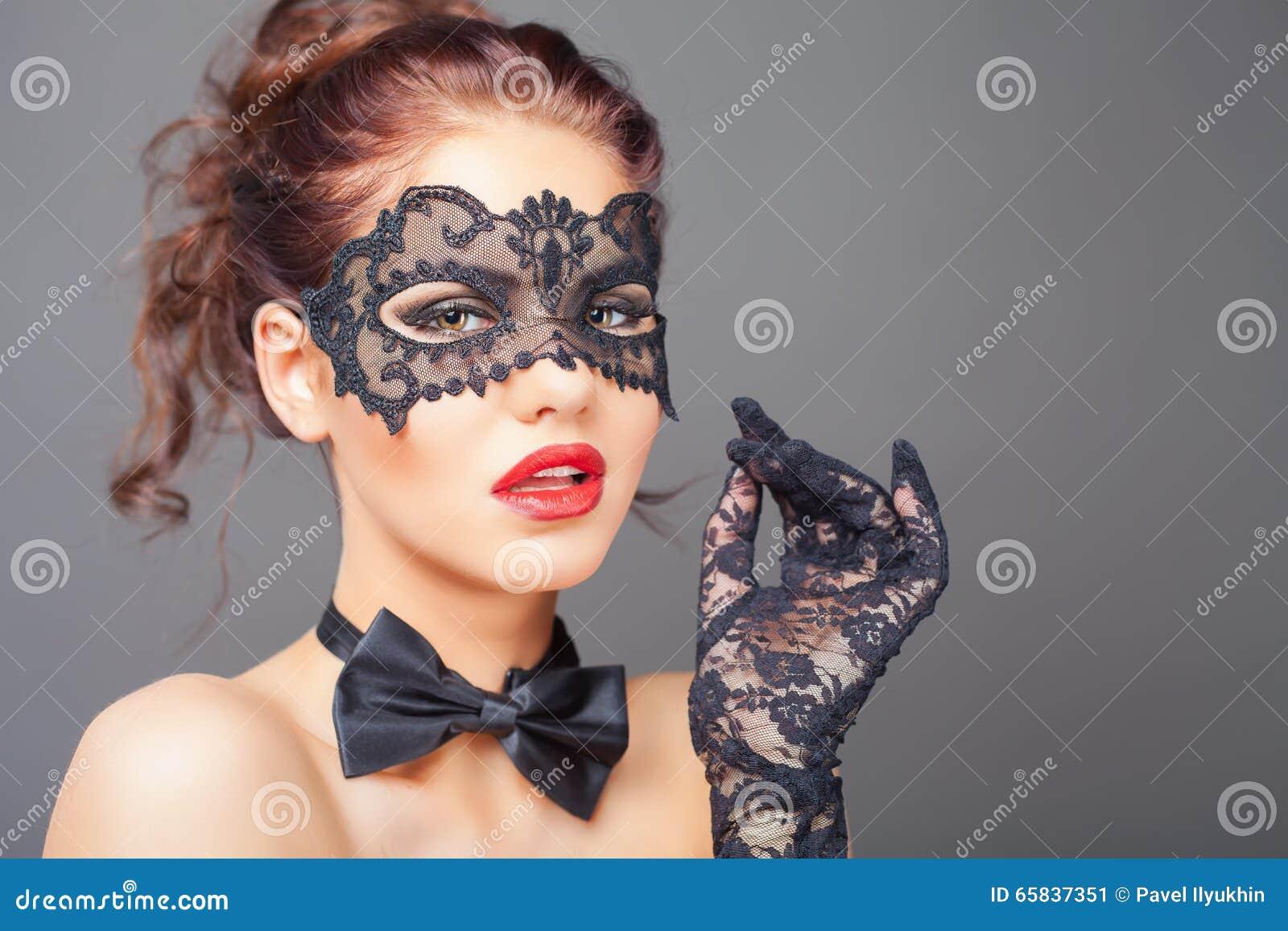 С масками секс парти