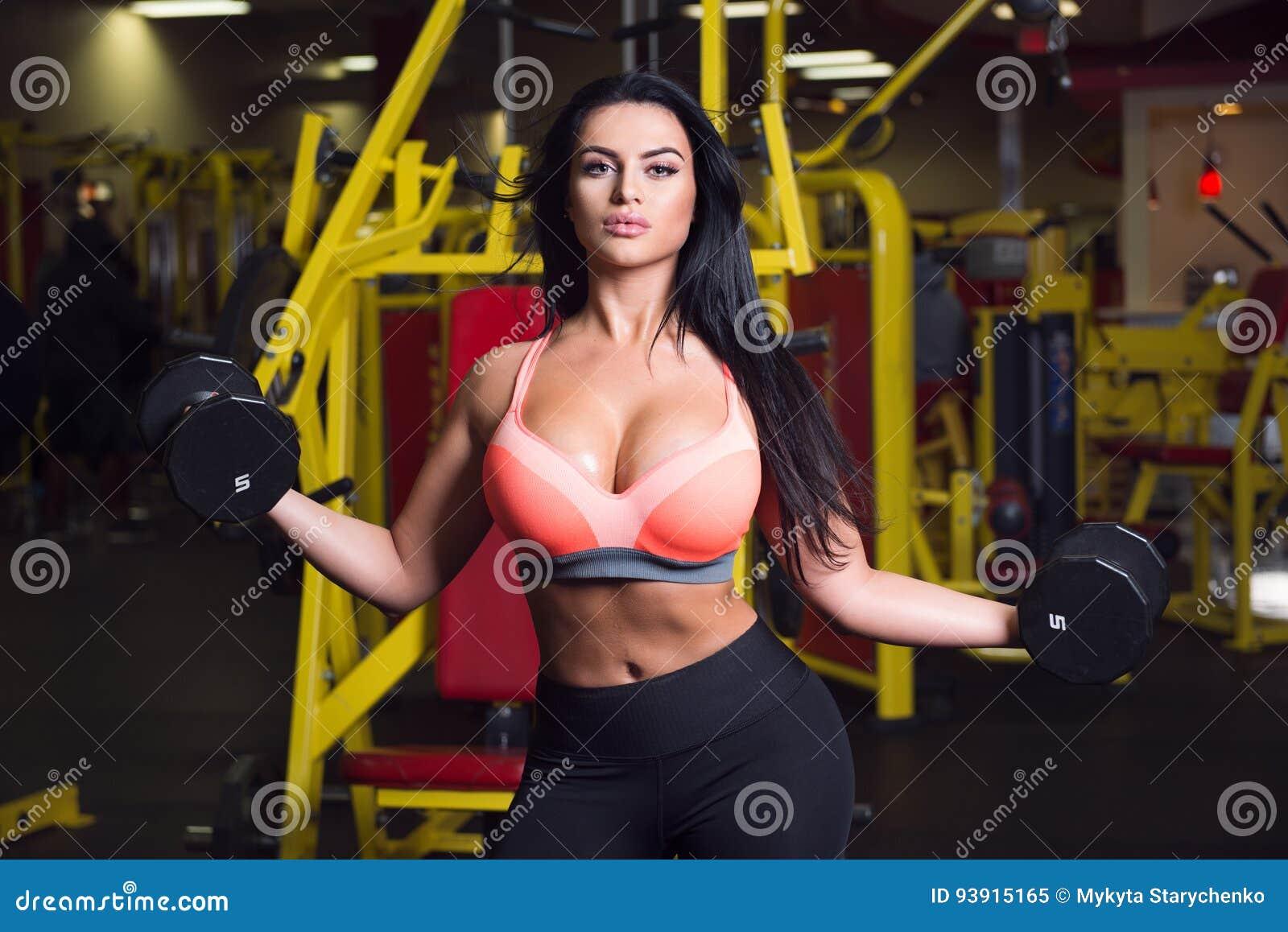 Сексуальная женщина спортсменов
