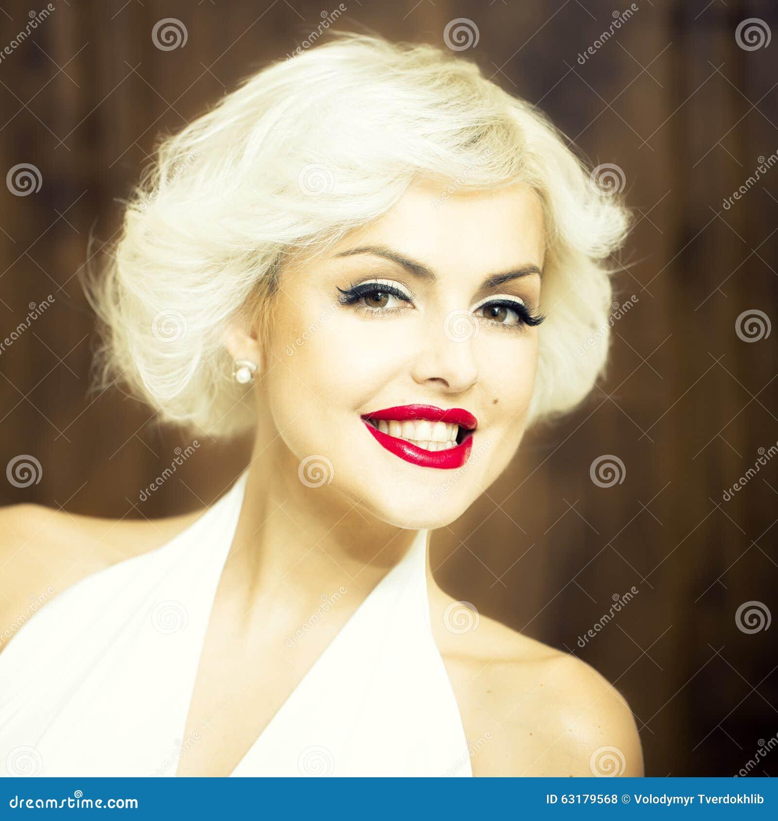 Офигенный отсос, сексуальная молодая блондинка