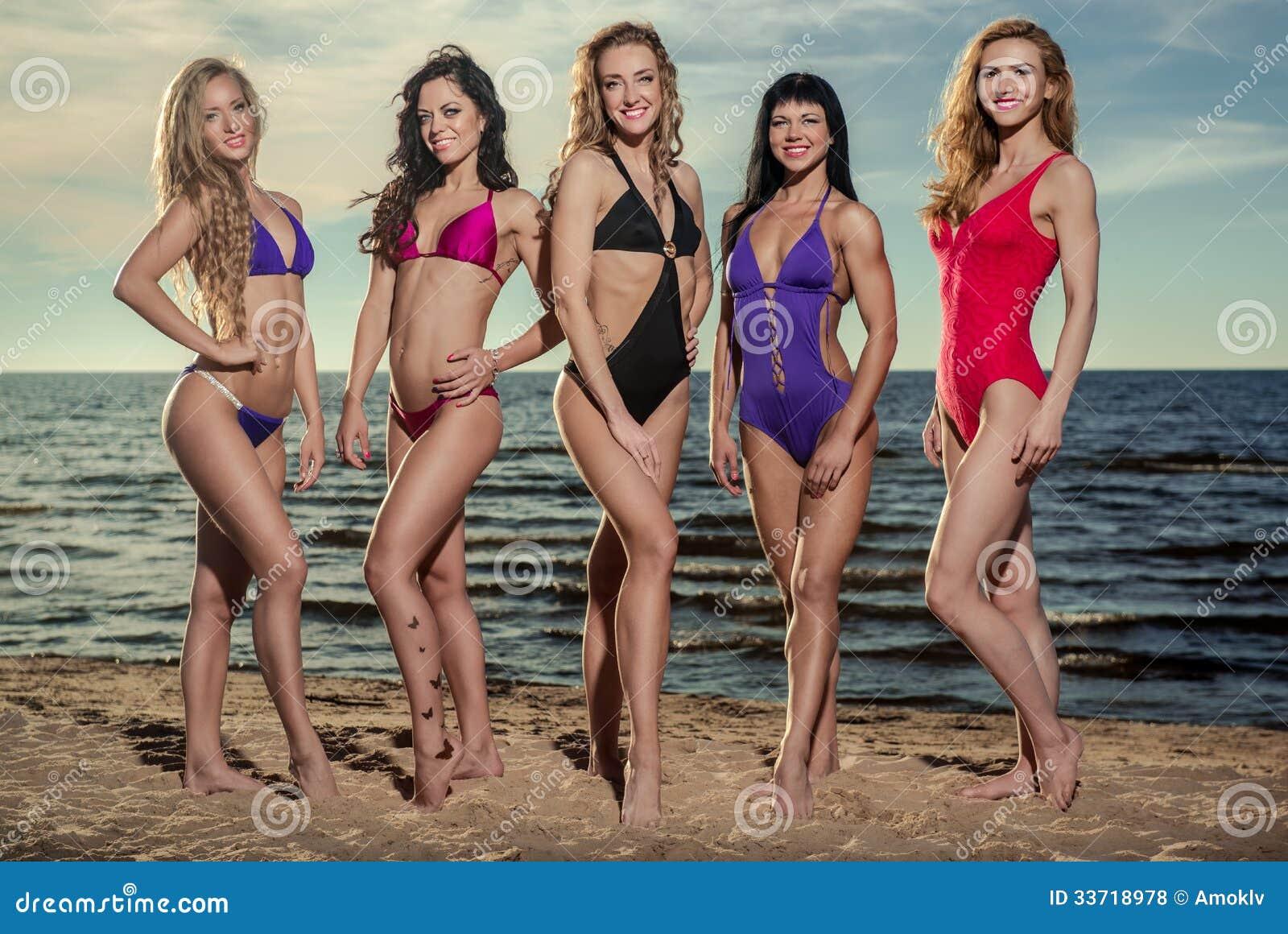 Дамы на пляже фото фото 553-849