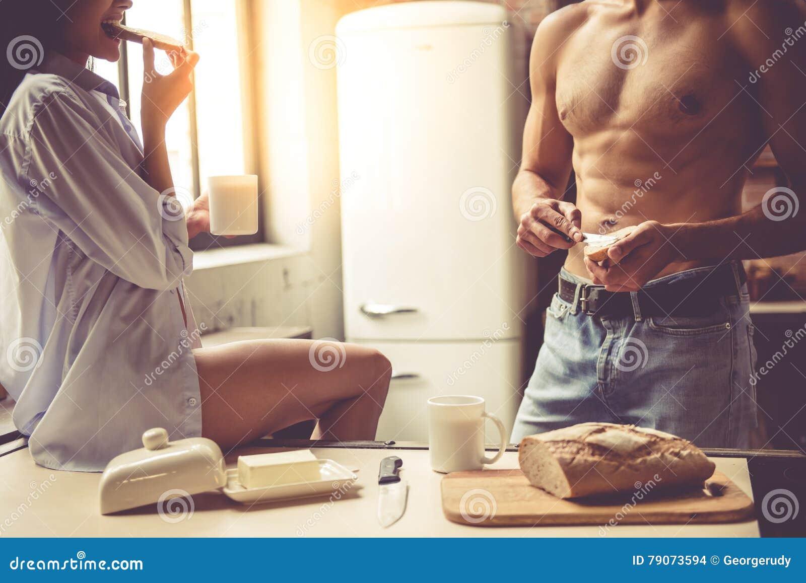 Секс на кухне в гостях, Порно на Кухне, смотреть видео Секс на Кухне 20 фотография