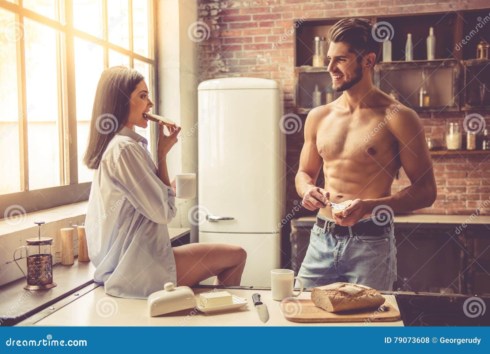 Секс на кухне в гостях, Порно на Кухне, смотреть видео Секс на Кухне 21 фотография