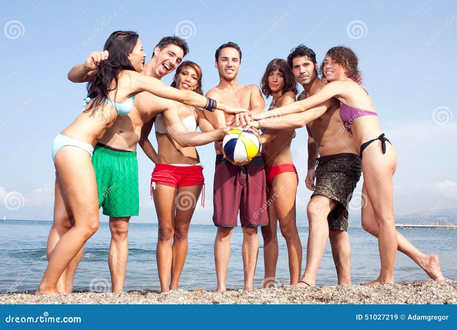 Сексуальные люди на пляже