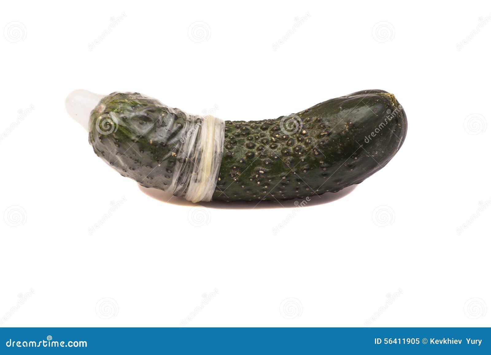 Секс с огурцом в презервативе