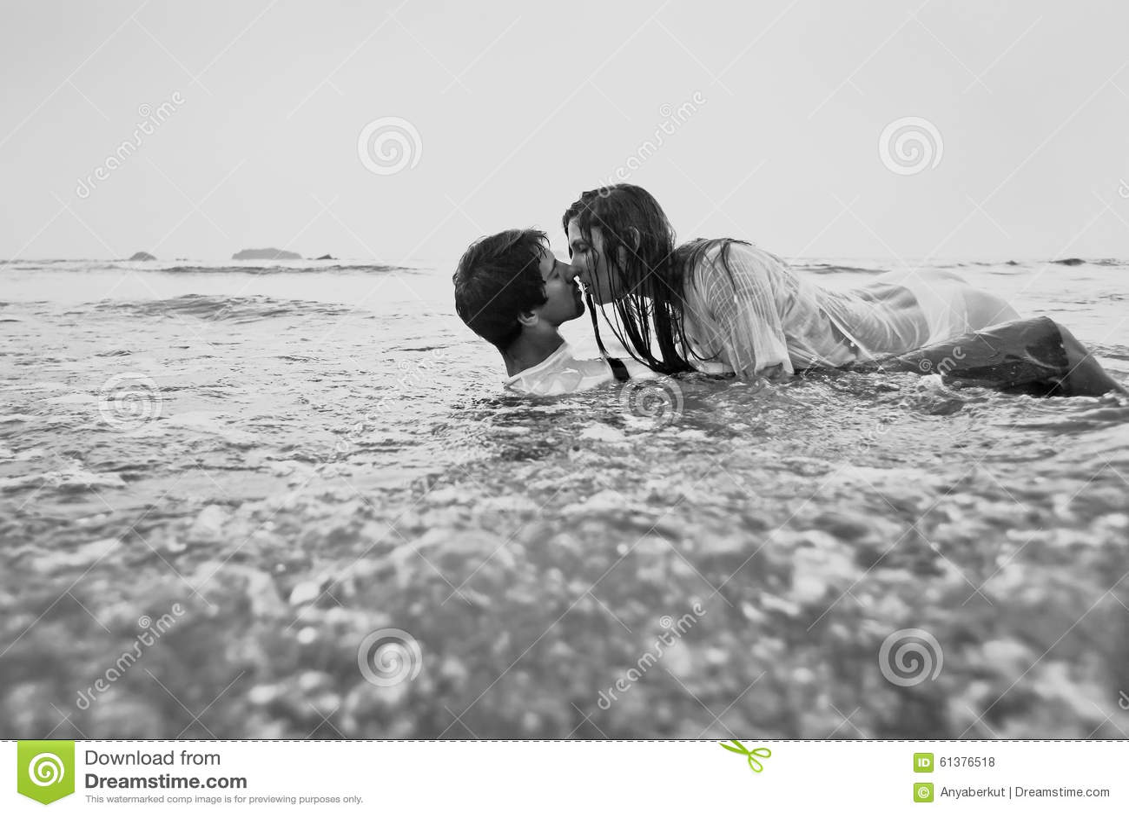 Секс черного на пляже трахнули пиздень