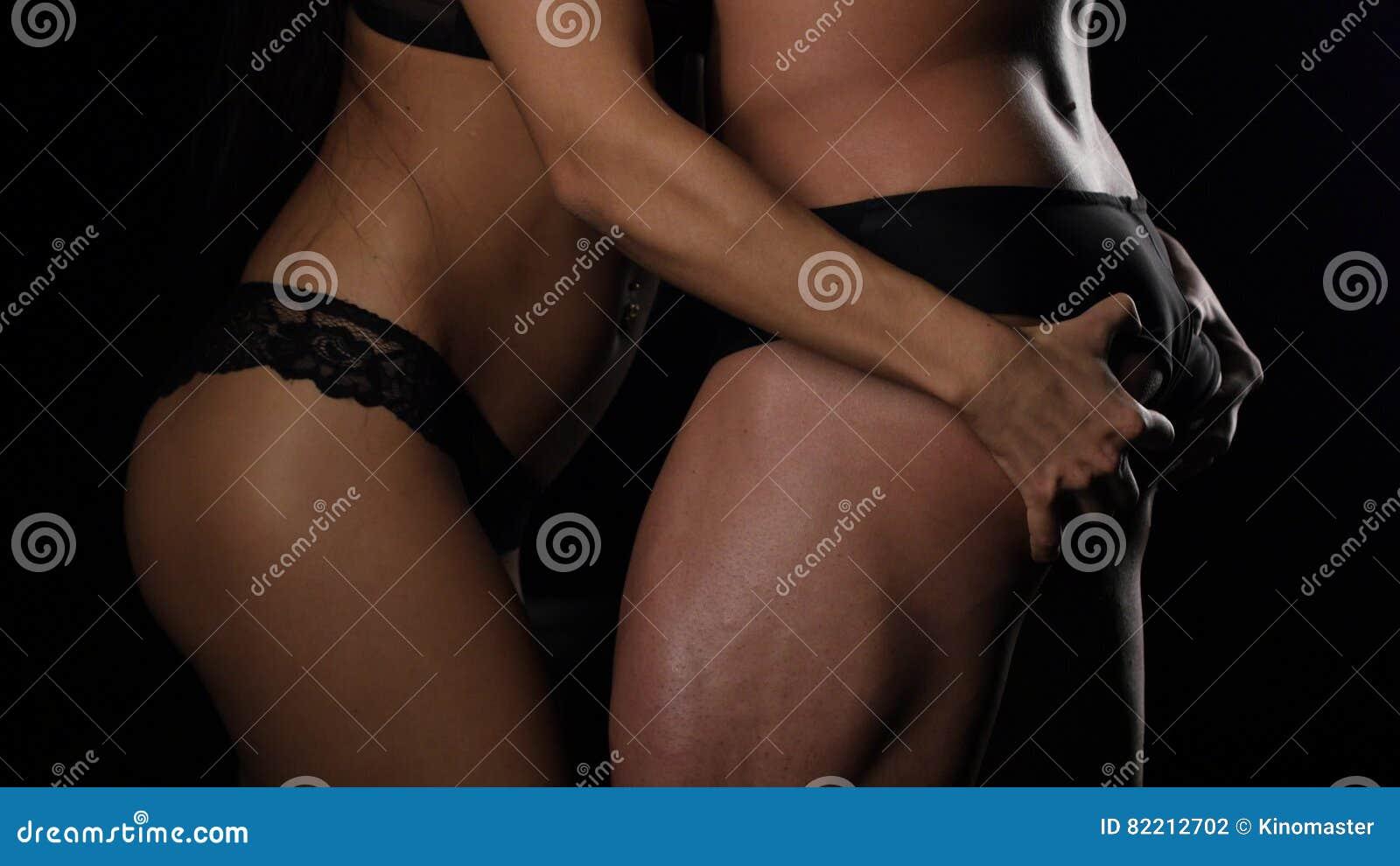 Секс с кричащих девушек руками