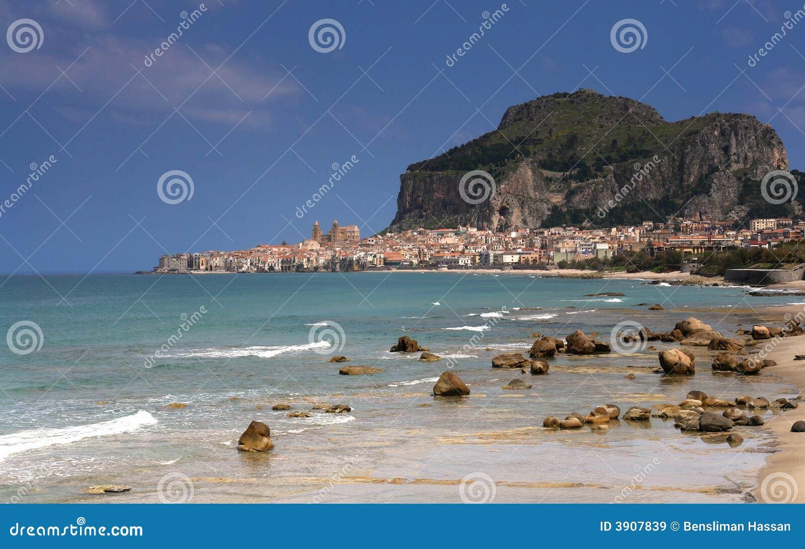 село Сицилии cefalu