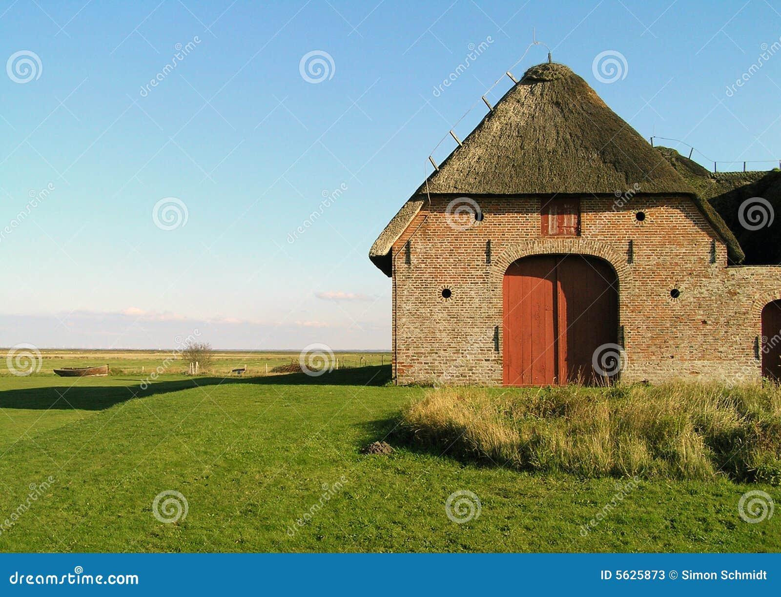 сельский дом старый