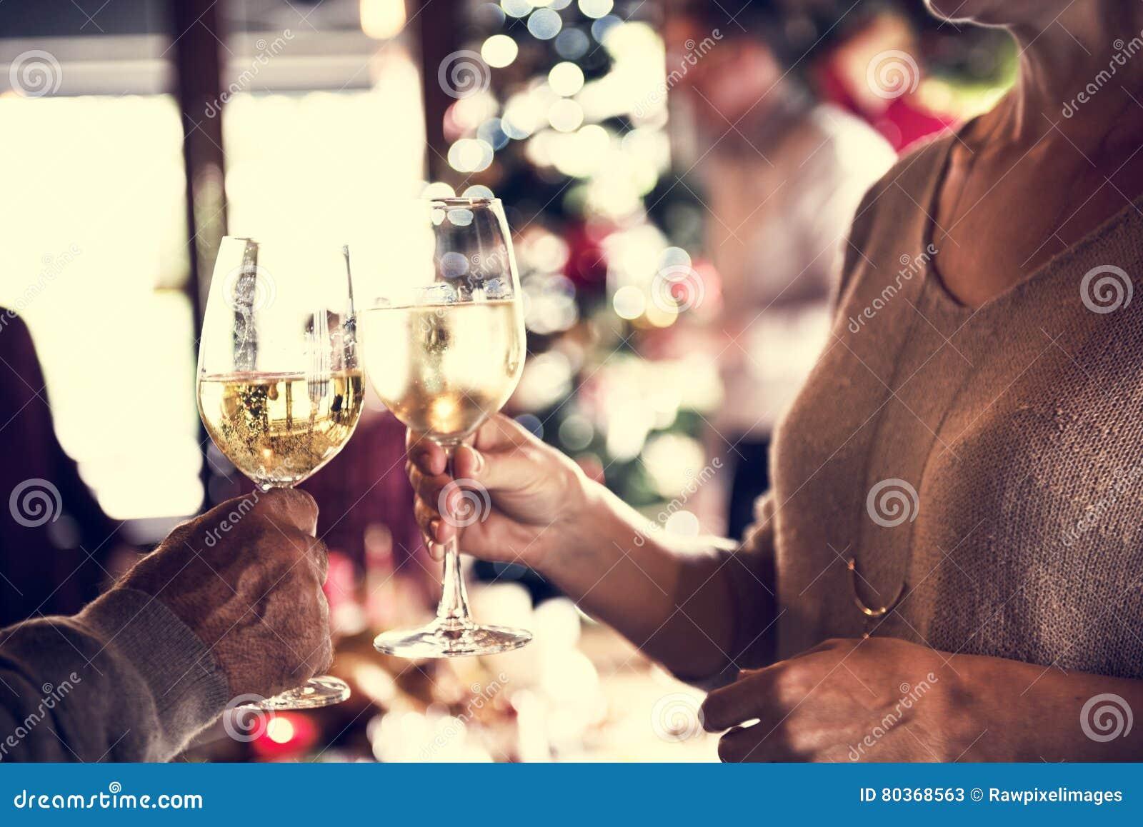 Семьи концепция торжества рождества совместно