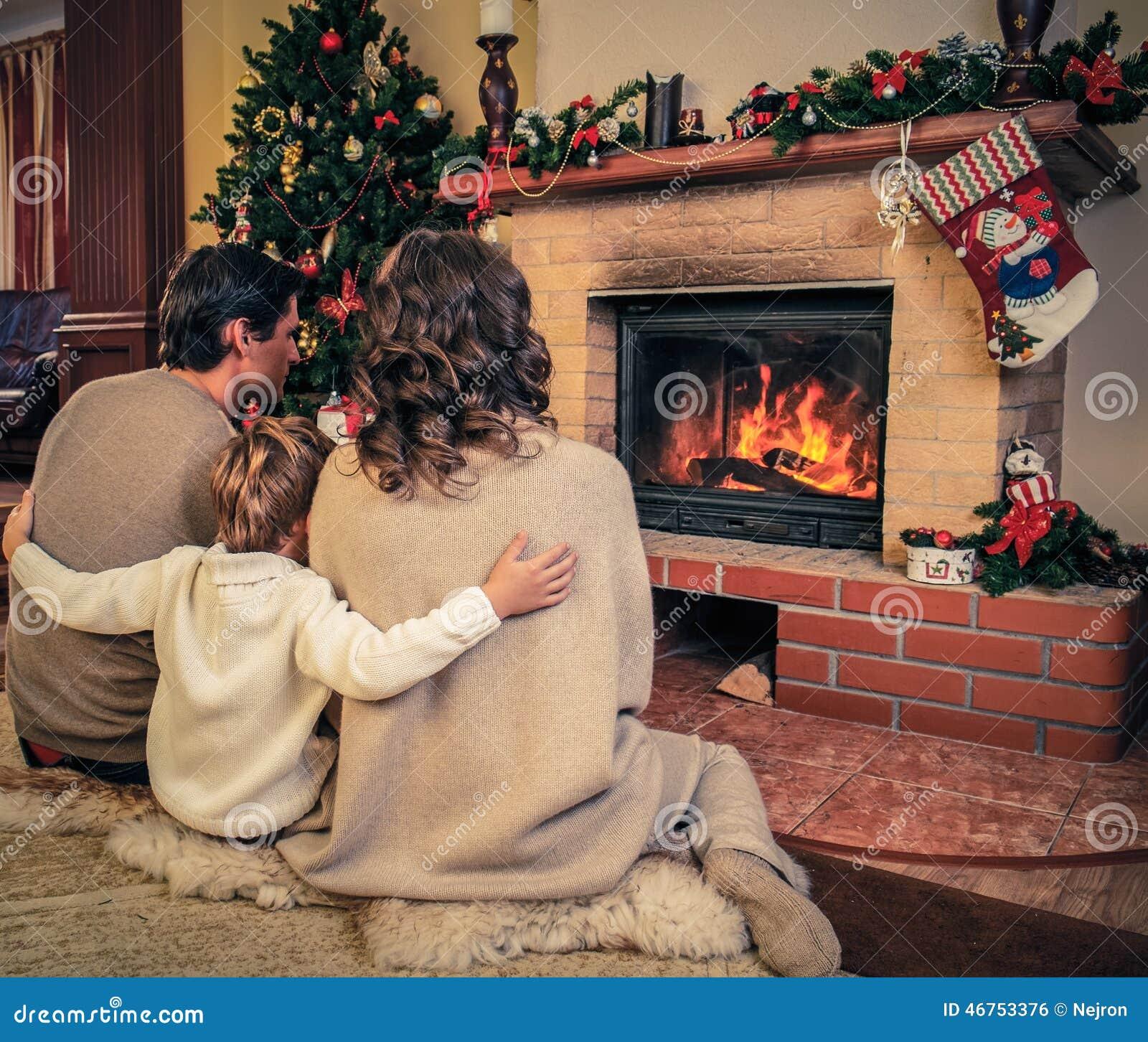 Фото пар возле камина 21 фотография