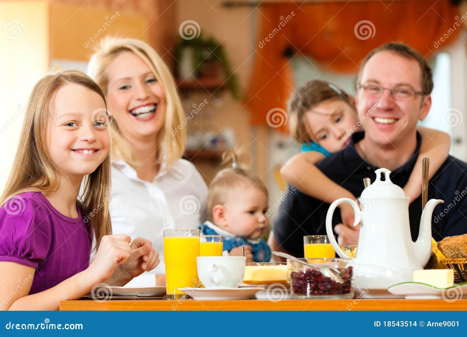 family eating breakfast - HD1200×800