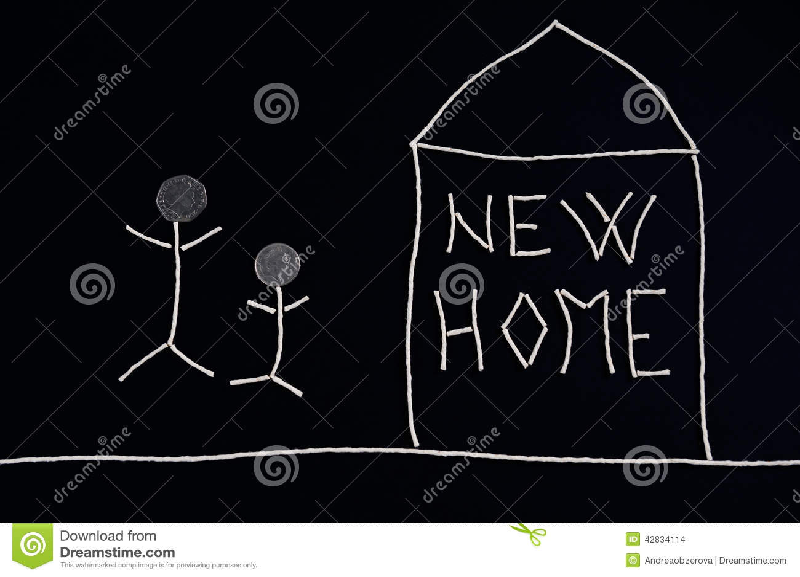 Семья наслаждаясь новым домом, необыкновенной концепцией