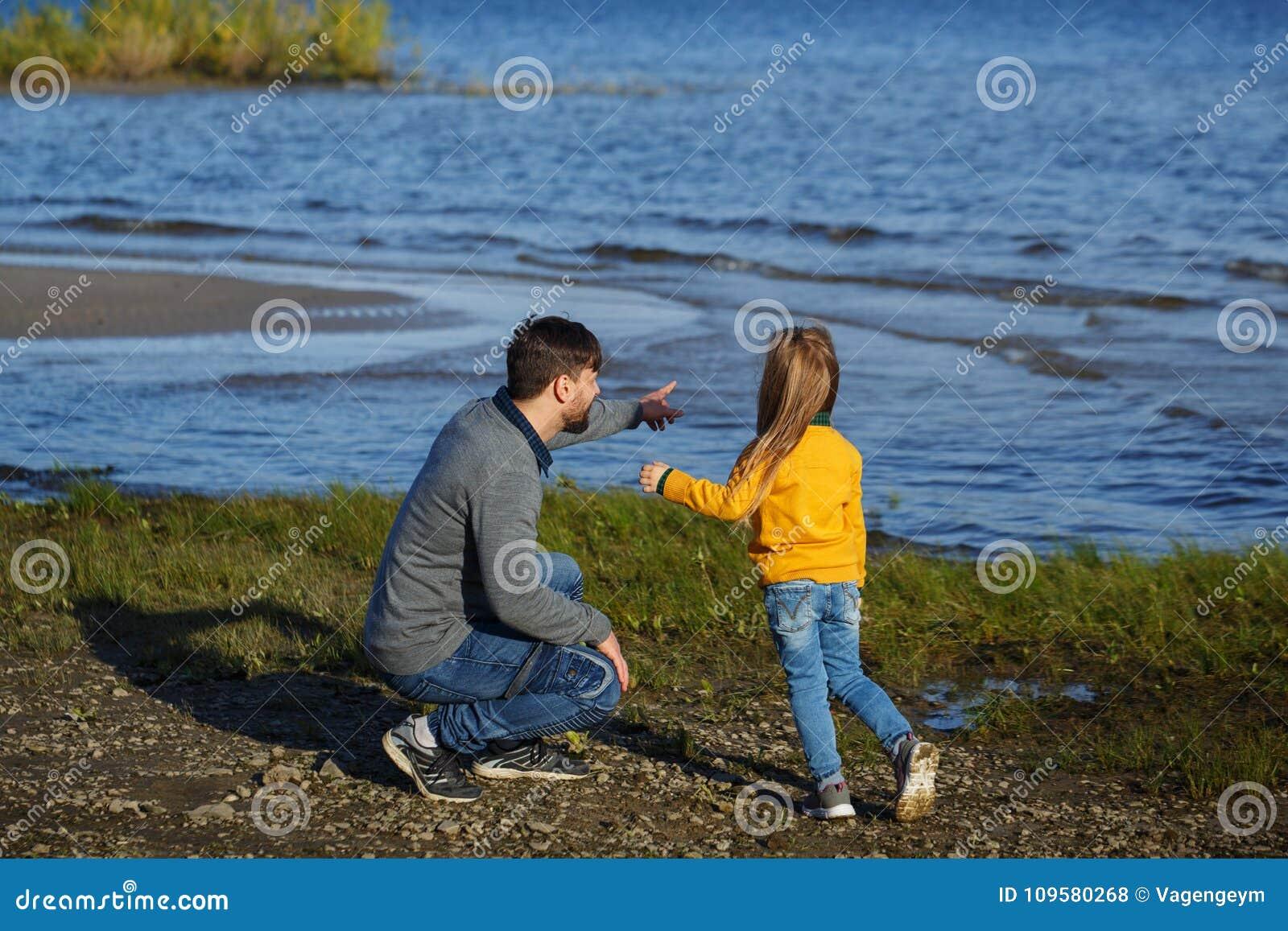 Семья Отец и дочь Отдых на воде