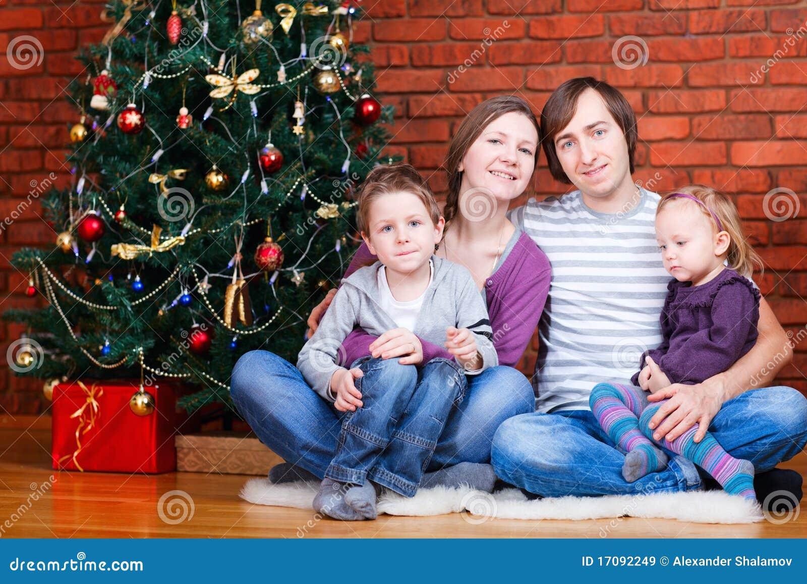 семья рождества около вала