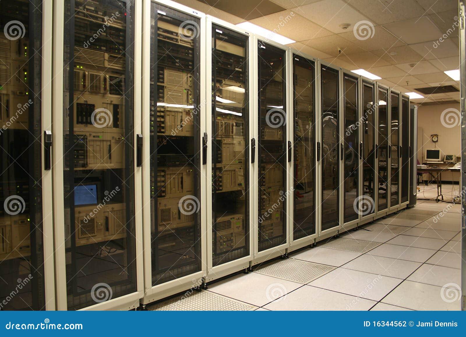 сервер компьютерной комнаты