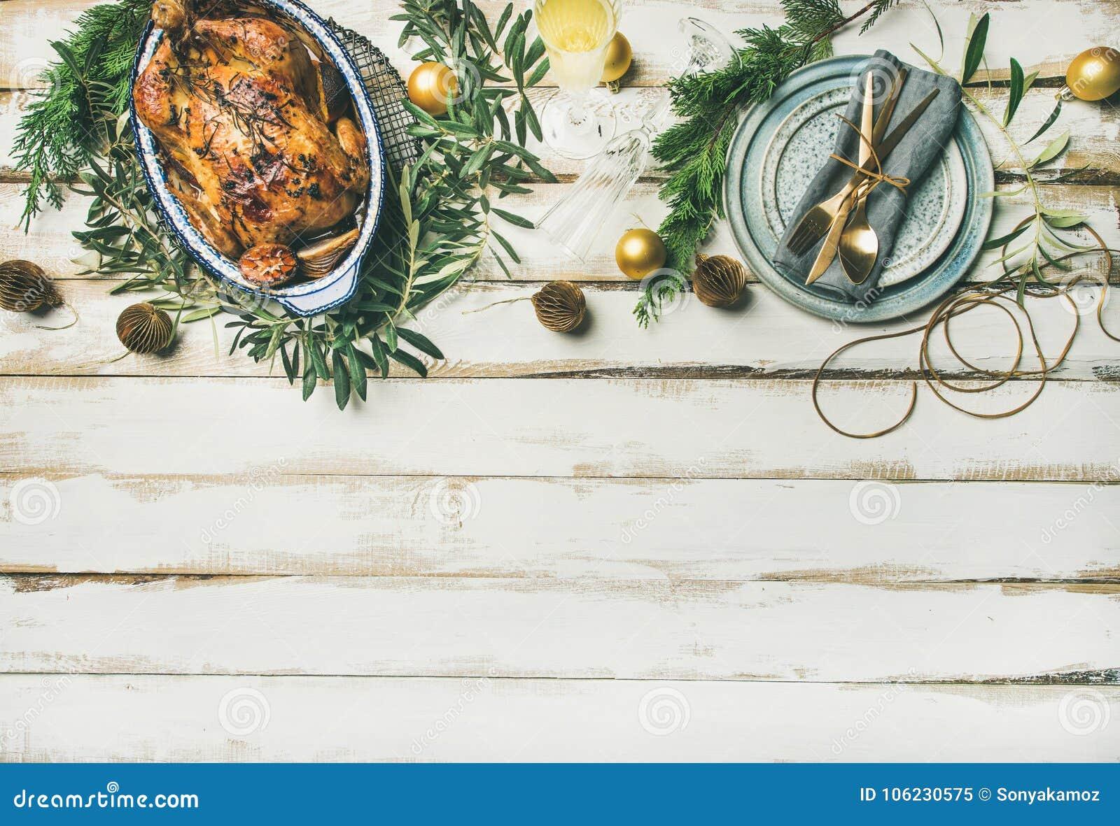 Сервировка стола торжества рождества или Нового Года, космос экземпляра