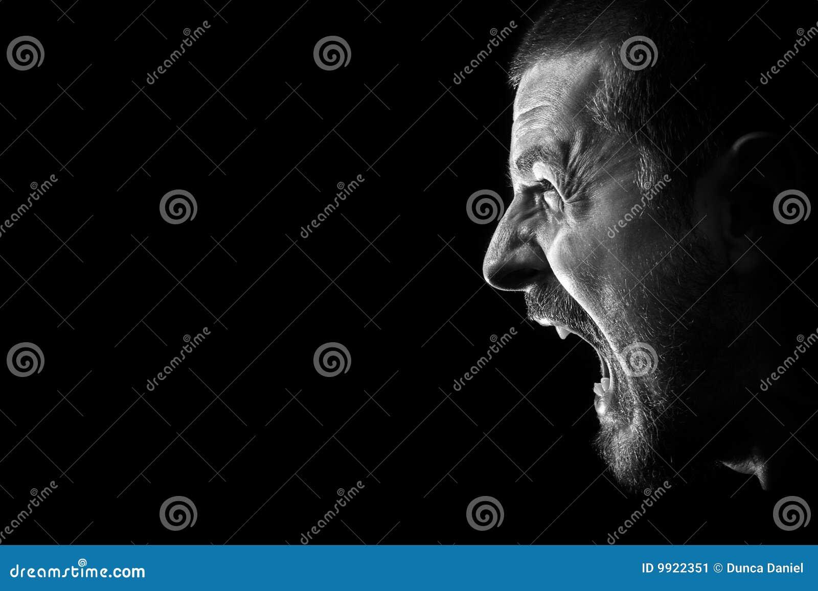 сердитый злейший злющий сумашедший клекот ража человека