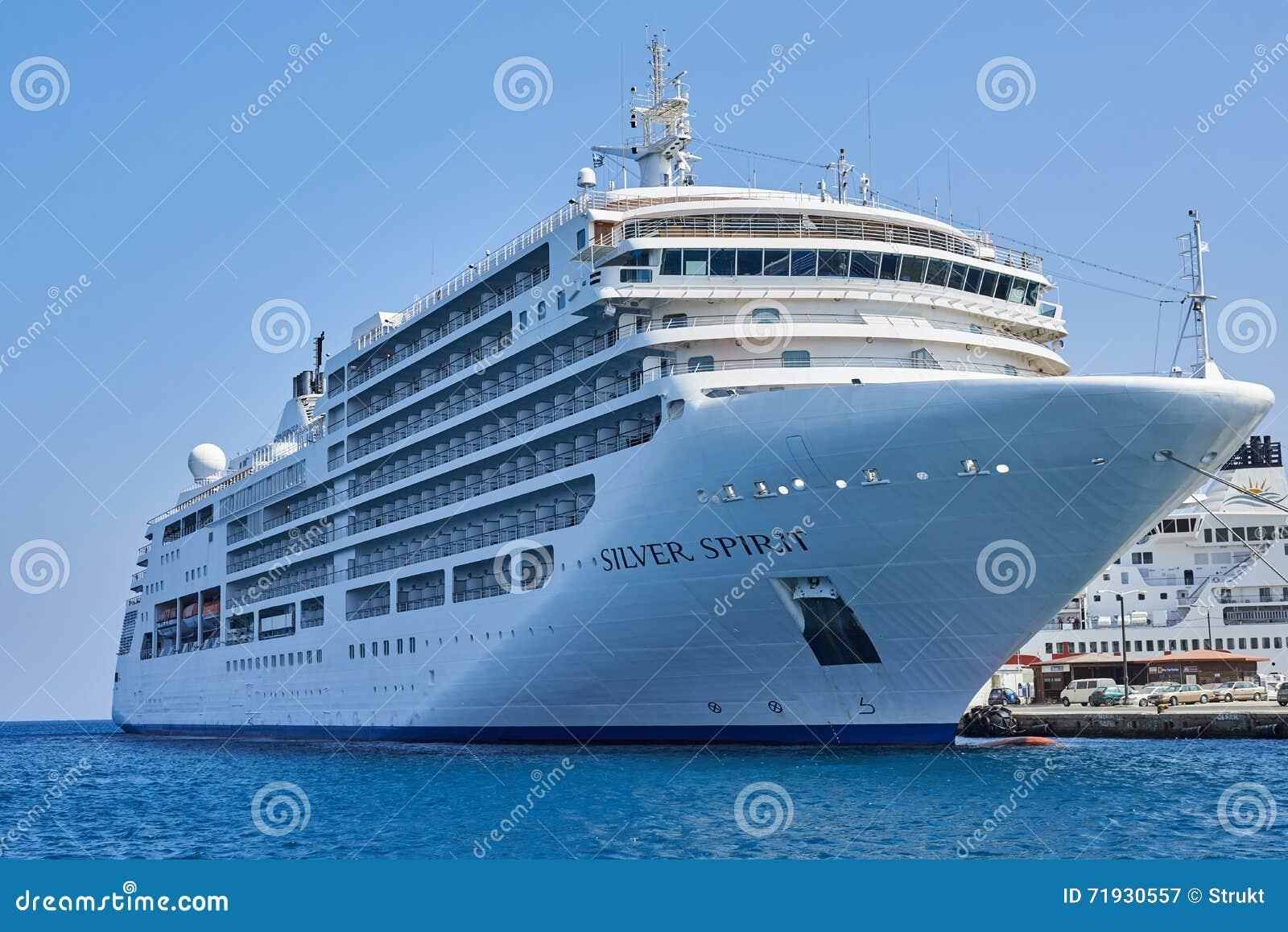Серебряное туристическое судно духа