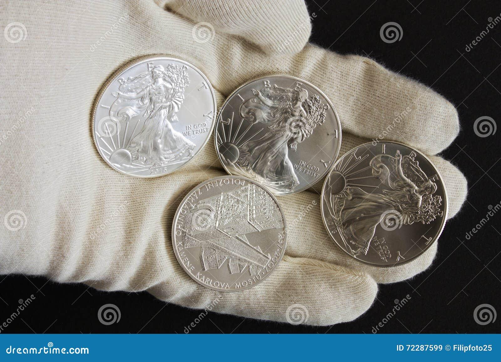 Download Серебряный доллар стоковое изображение. изображение насчитывающей финансы - 72287599