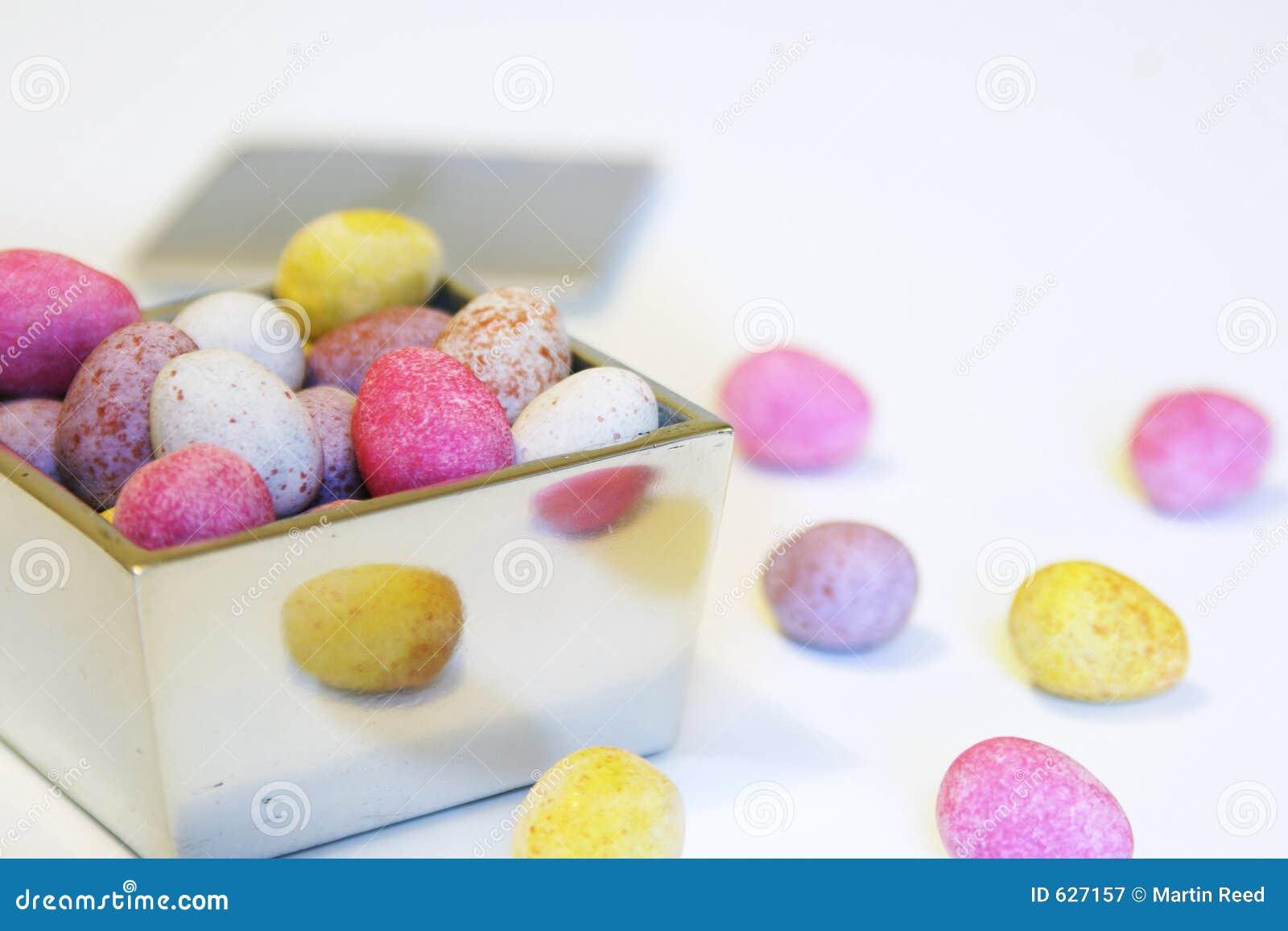 Download серебр яичек шоколада конфеты коробки миниый отполированный Стоковое Изображение - изображение насчитывающей цвет, запятнано: 627157