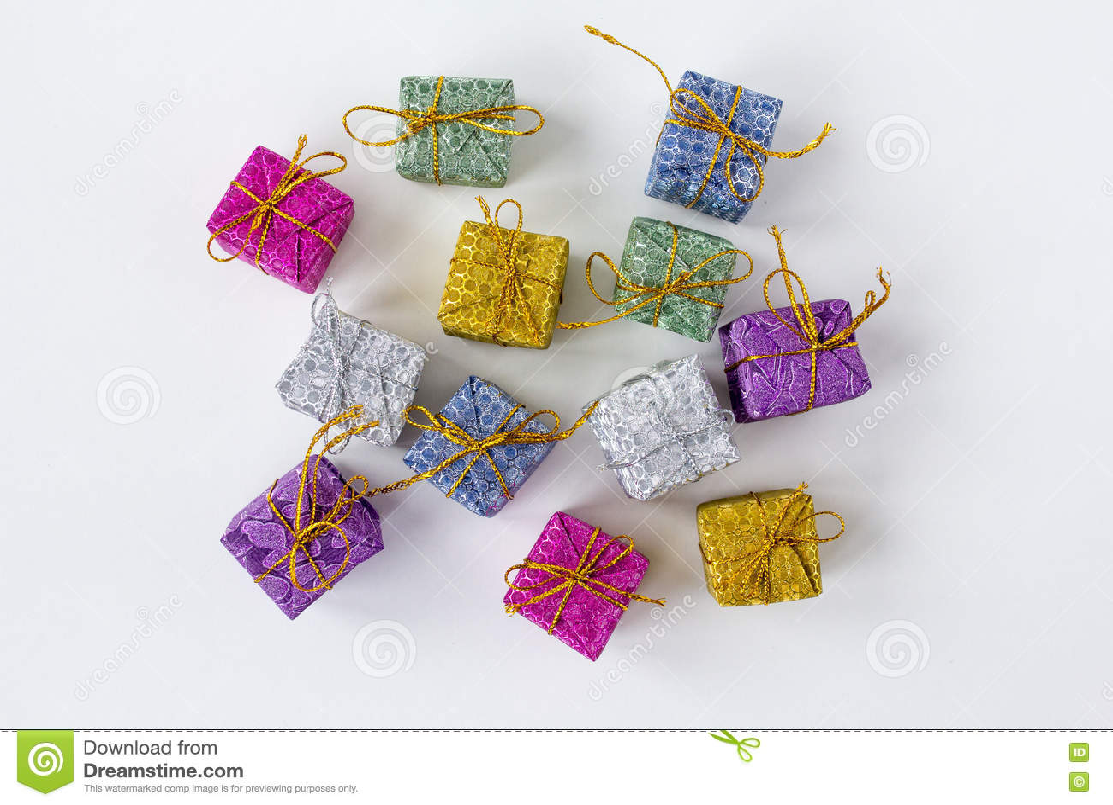 Серии коробок с подарками на белой предпосылке
