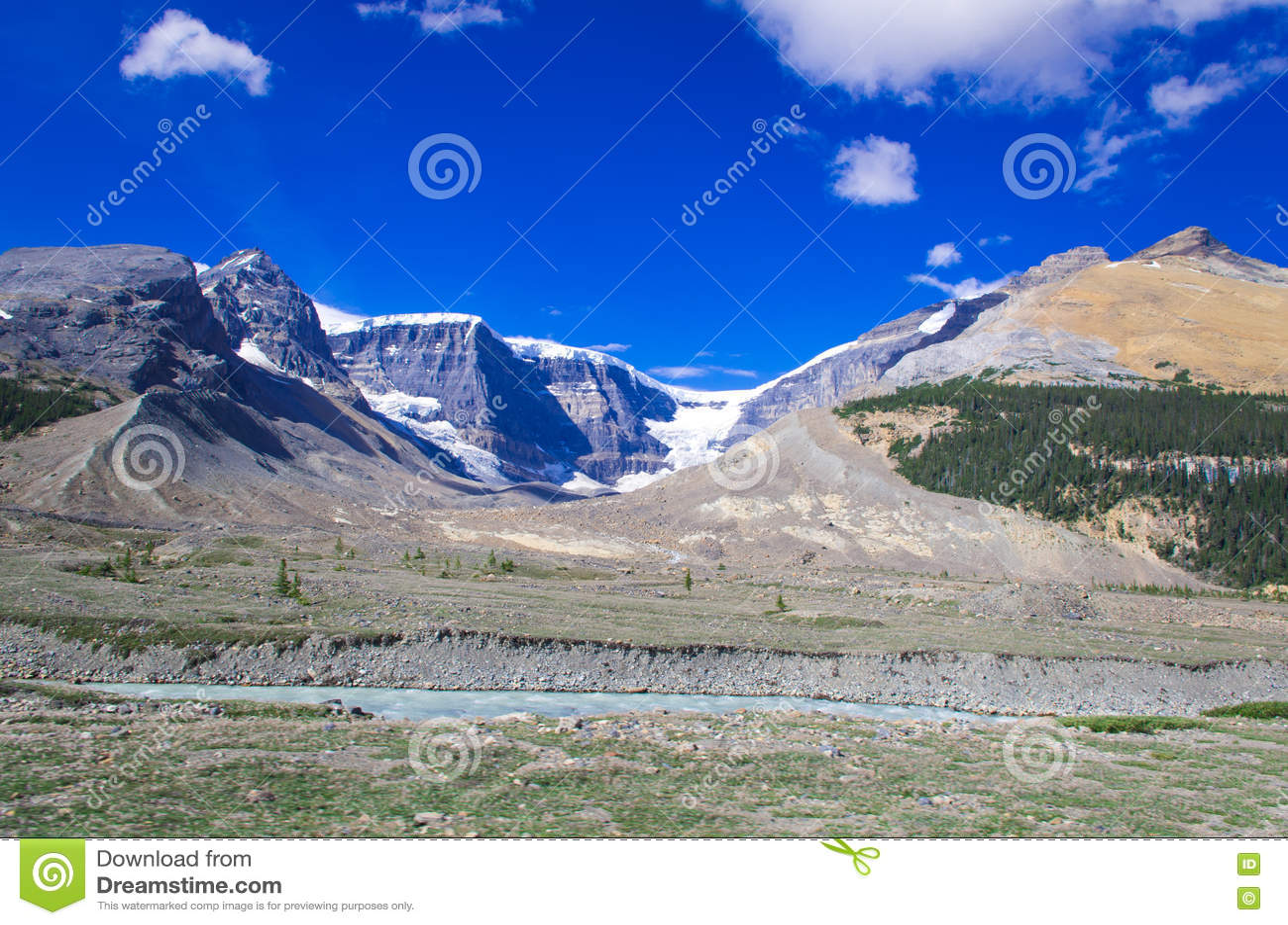 Серия горы, гора снега, ледник и голубое небо в сторону бульвар к национальному парку яшмы