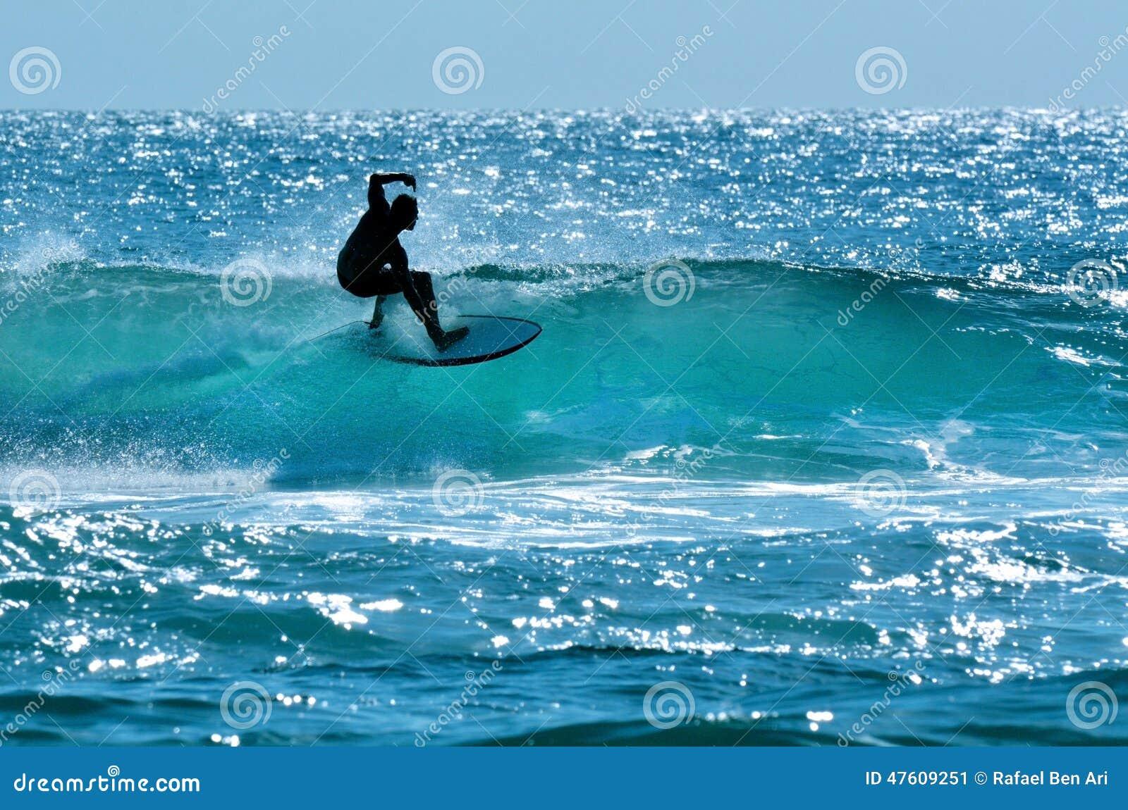 Серфер в рае Gold Coast Австралии серферов