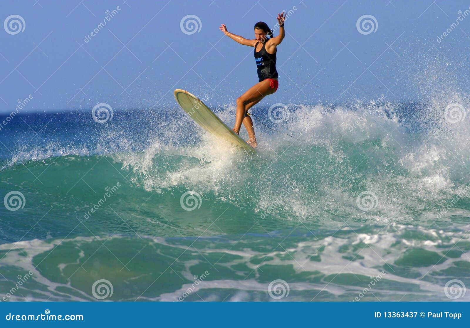 серфер rudow Гавайских островов девушки brooke