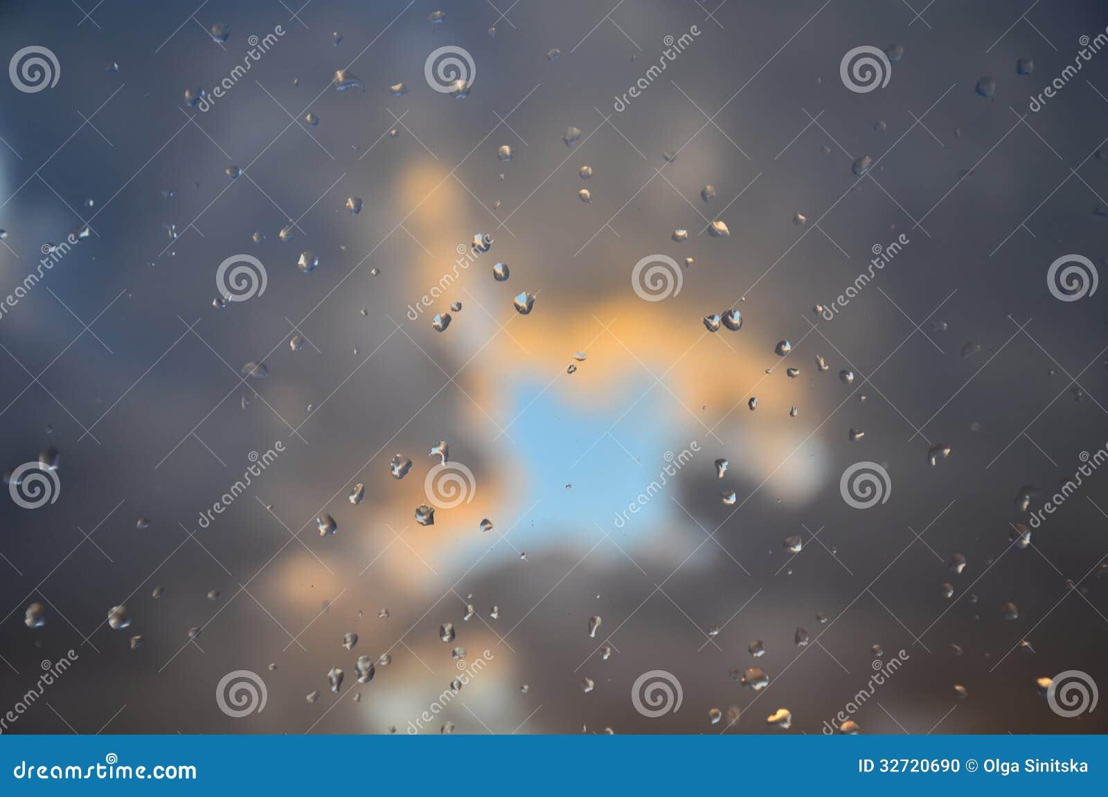 Серые облака и падения