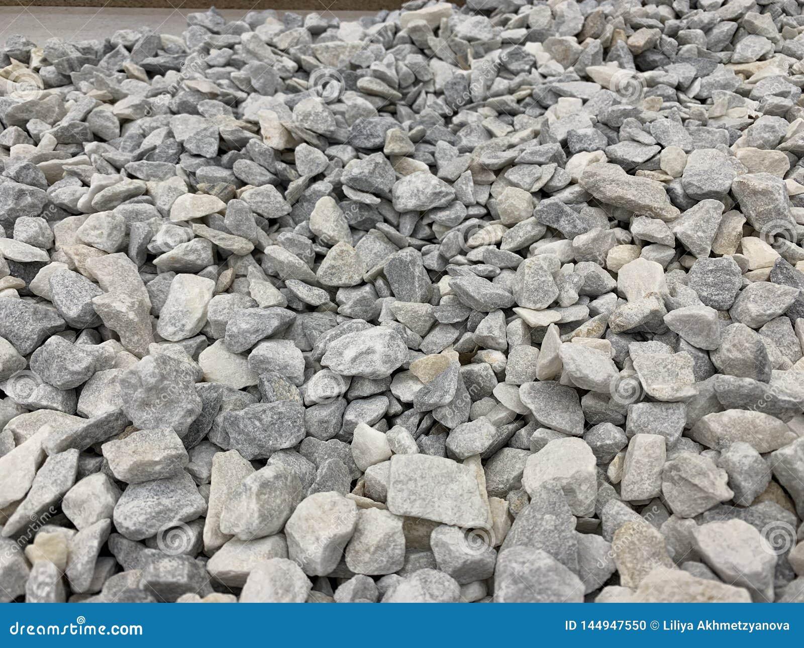 Серый небольшой мякиш гранита, строительный материал, простая предпос