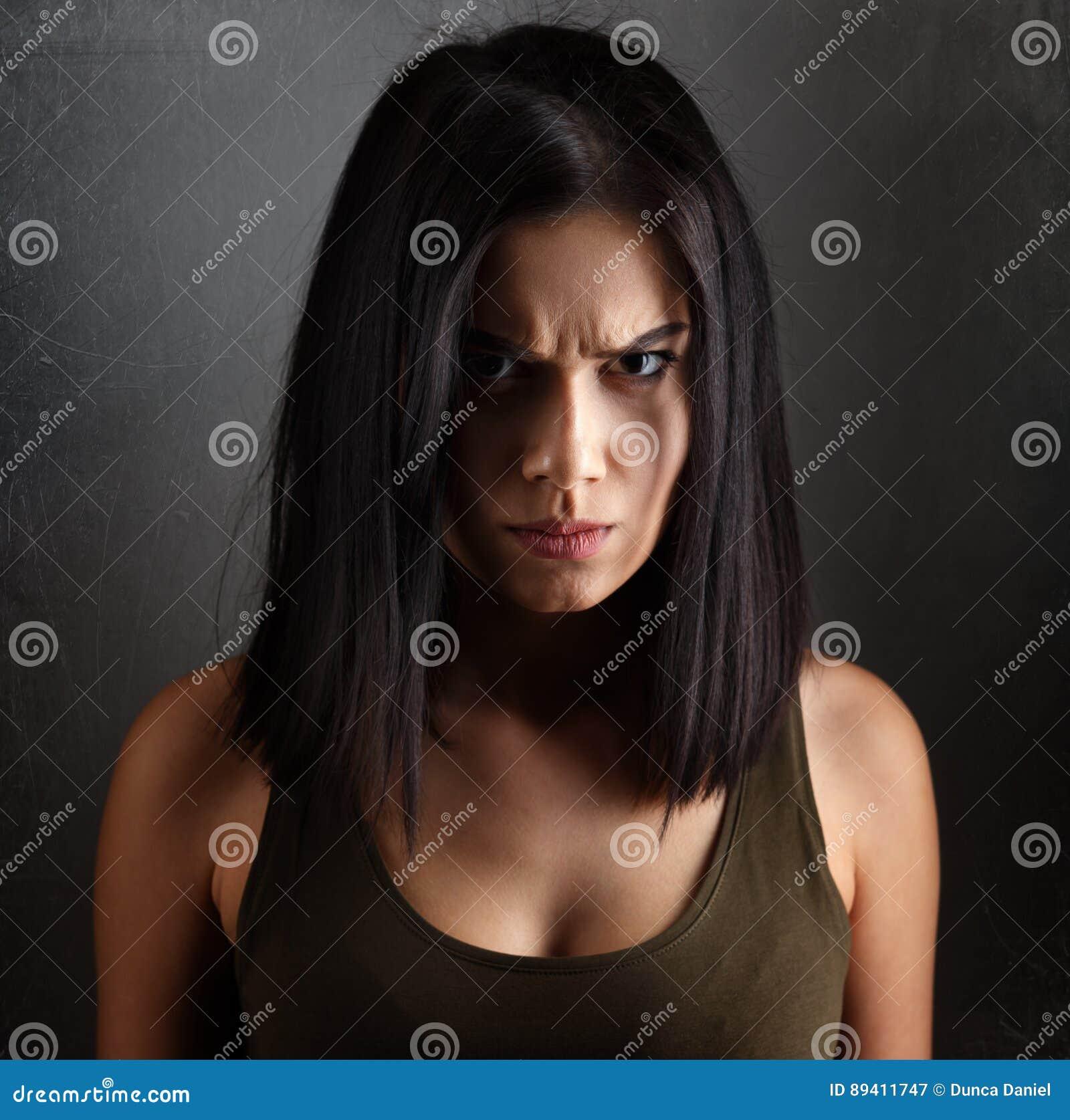 женщина злая фото