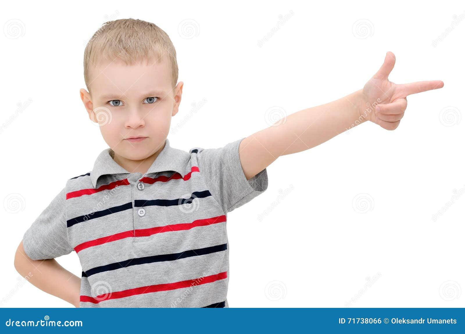 Сердитый мальчик показывает палец на белой предпосылке Стоковое Фото - изображение насчитывающей ...  Сердитый Ребенок