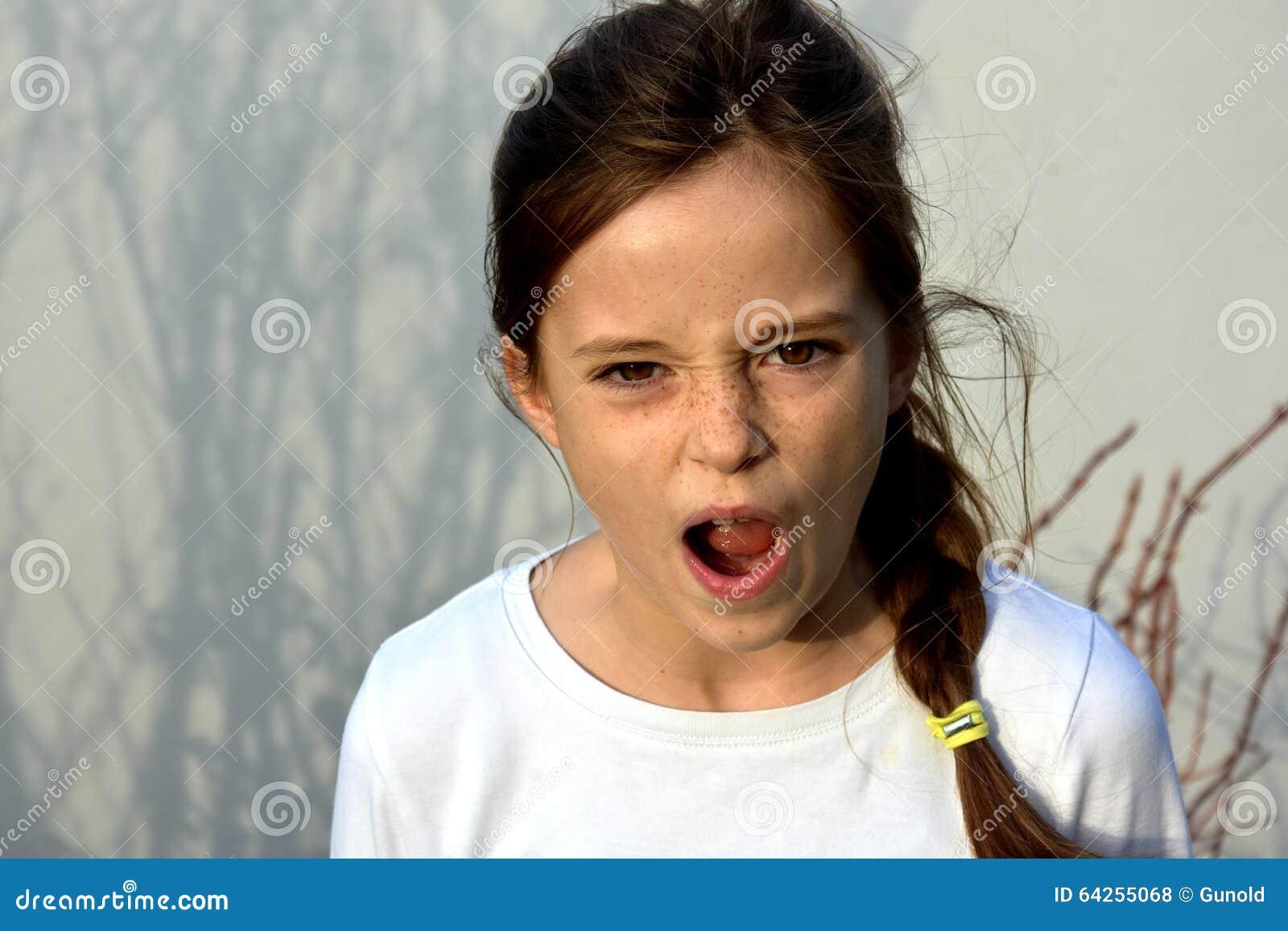 сердитый подросток девушки