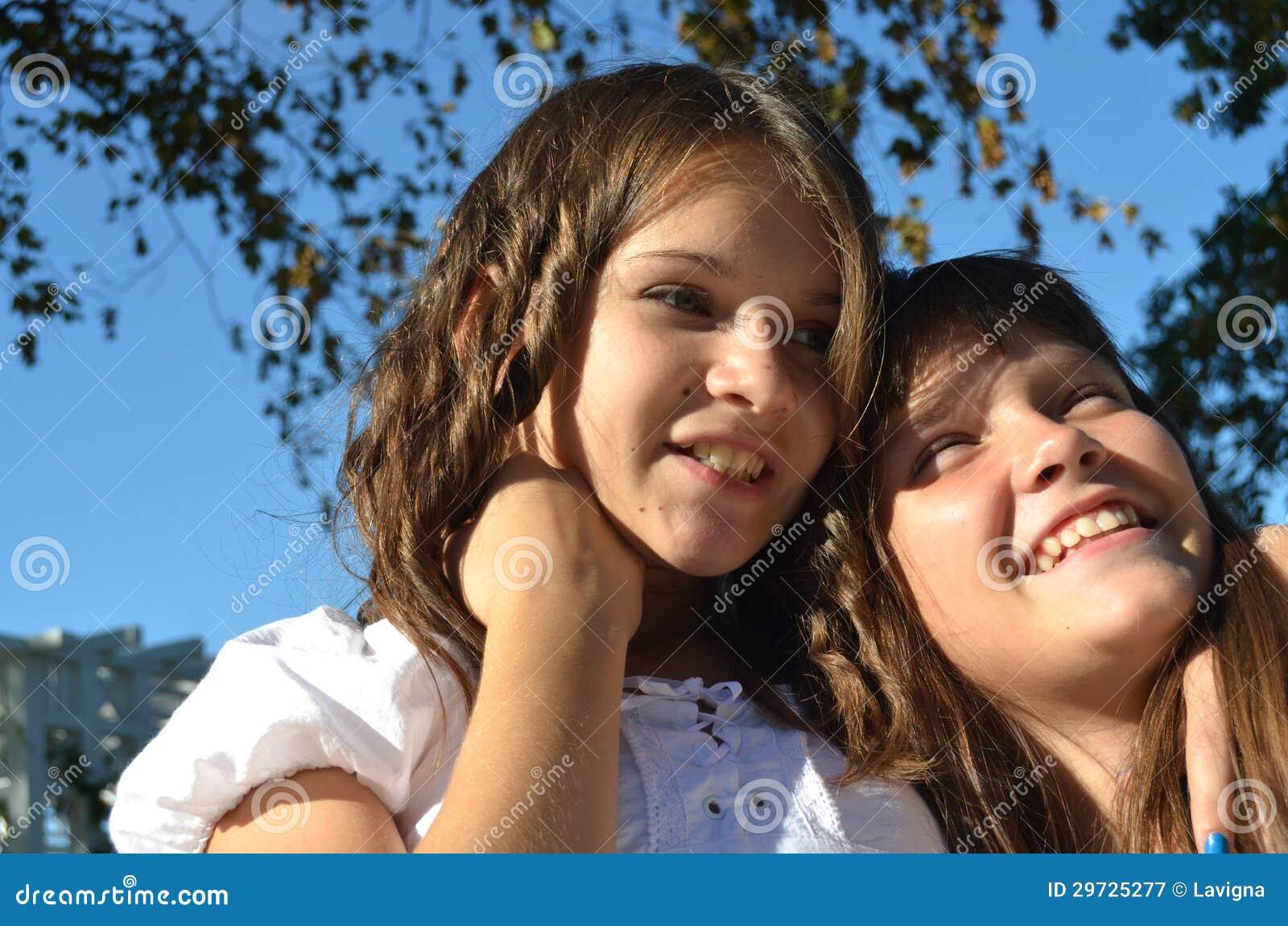 Счастливые сестры