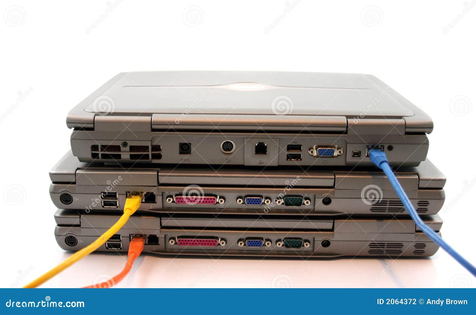 сеть 3 компьтер-книжек кабелей