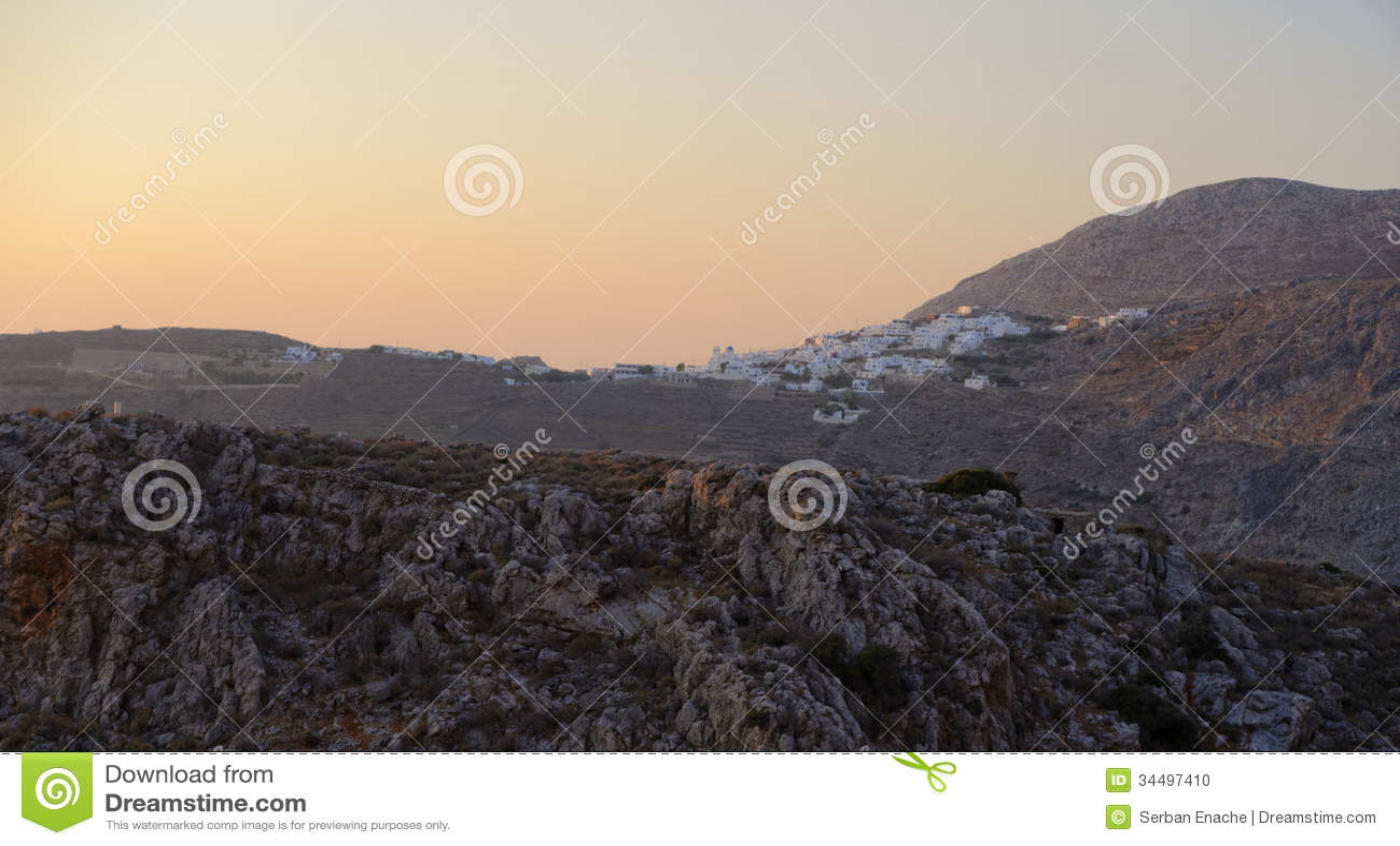 Село Chora на заходе солнца